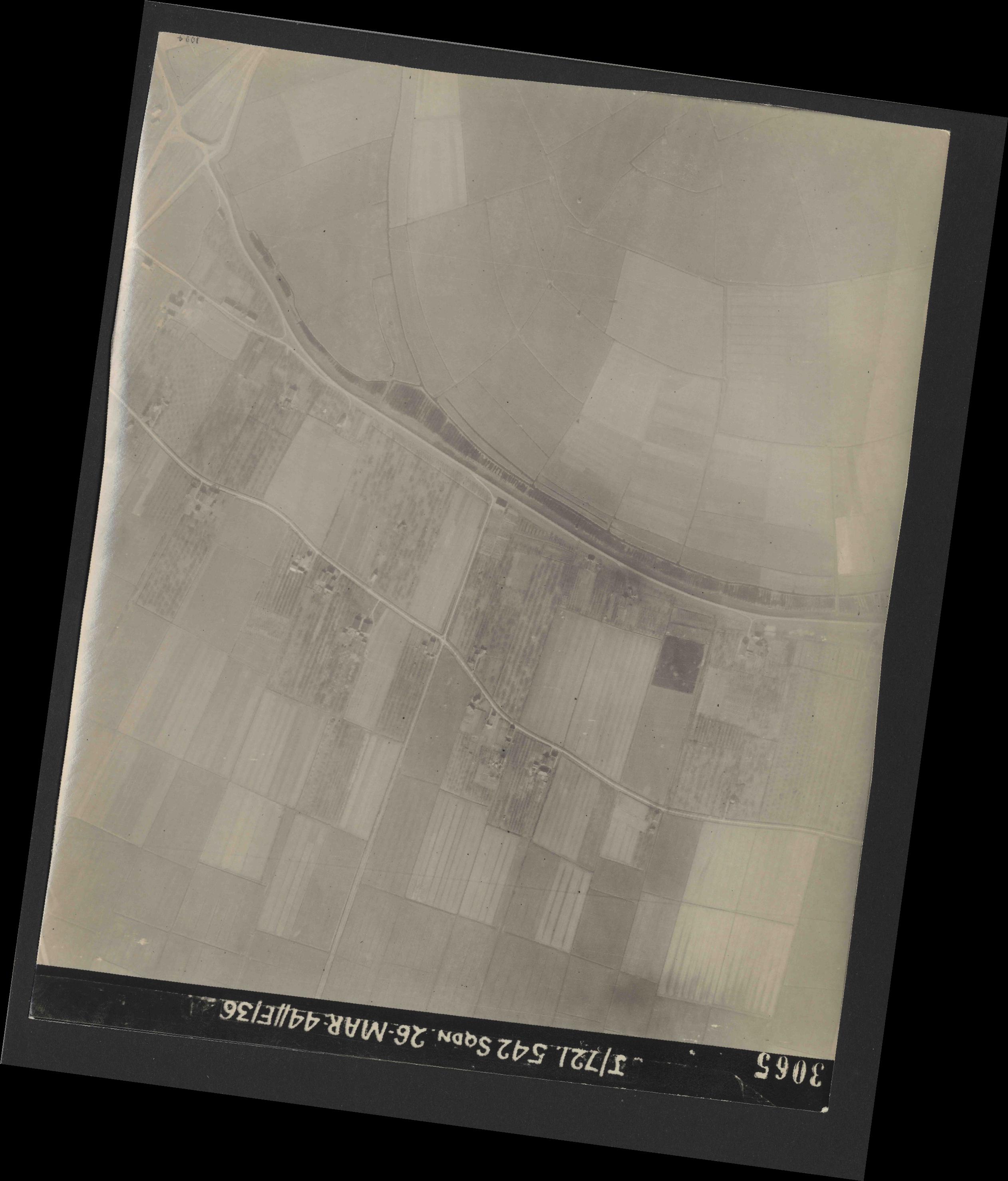 Collection RAF aerial photos 1940-1945 - flight 349, run 07, photo 3065
