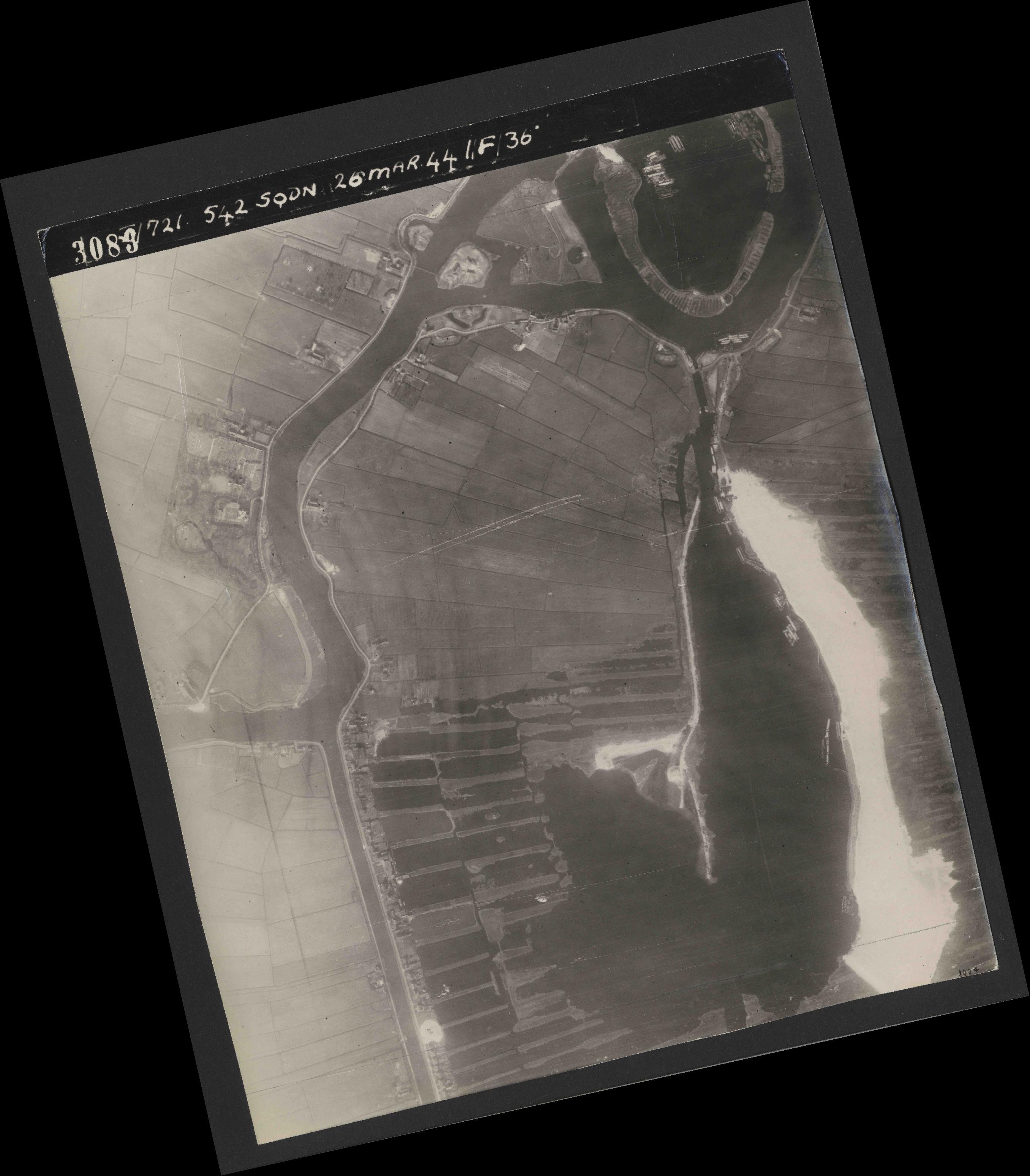 Collection RAF aerial photos 1940-1945 - flight 349, run 09, photo 3083
