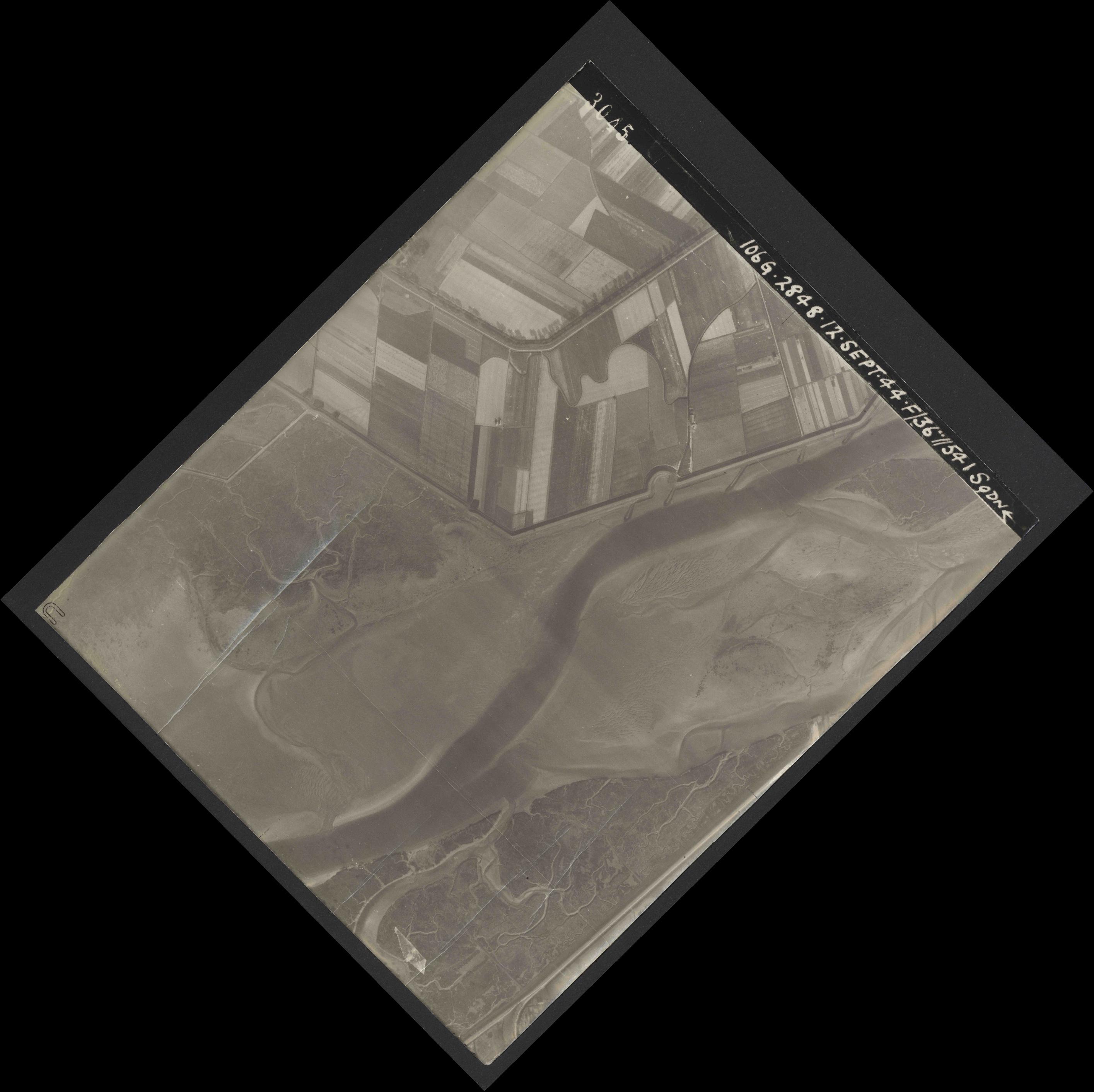 Collection RAF aerial photos 1940-1945 - flight 350, run 01, photo 3045