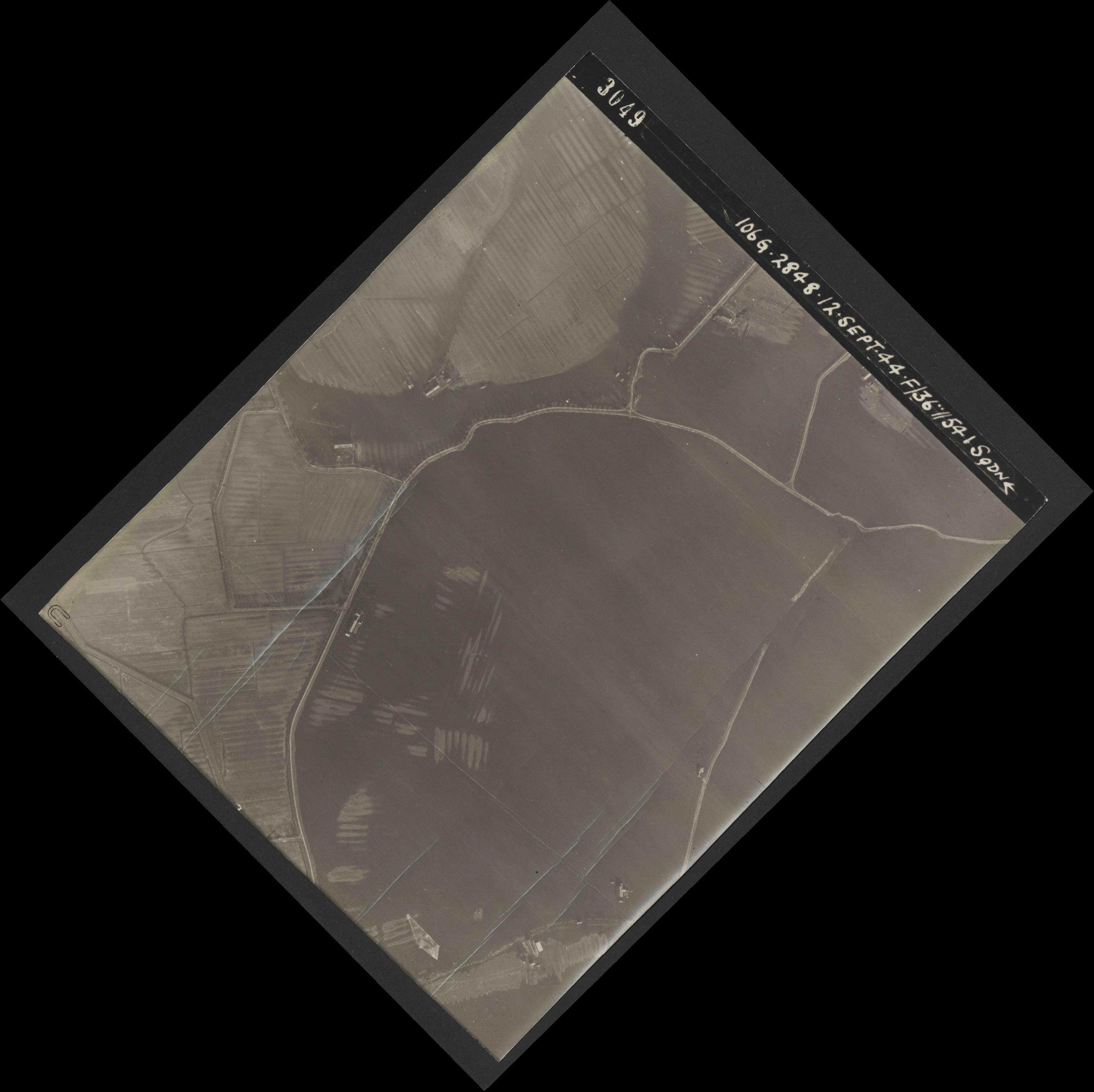 Collection RAF aerial photos 1940-1945 - flight 350, run 01, photo 3049