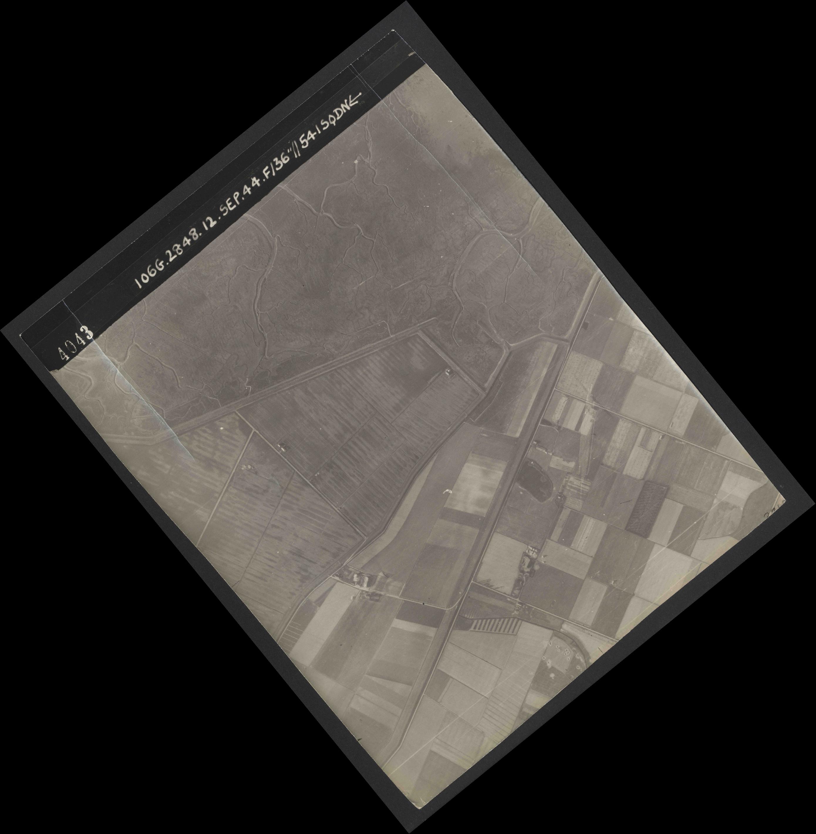 Collection RAF aerial photos 1940-1945 - flight 350, run 02, photo 4043