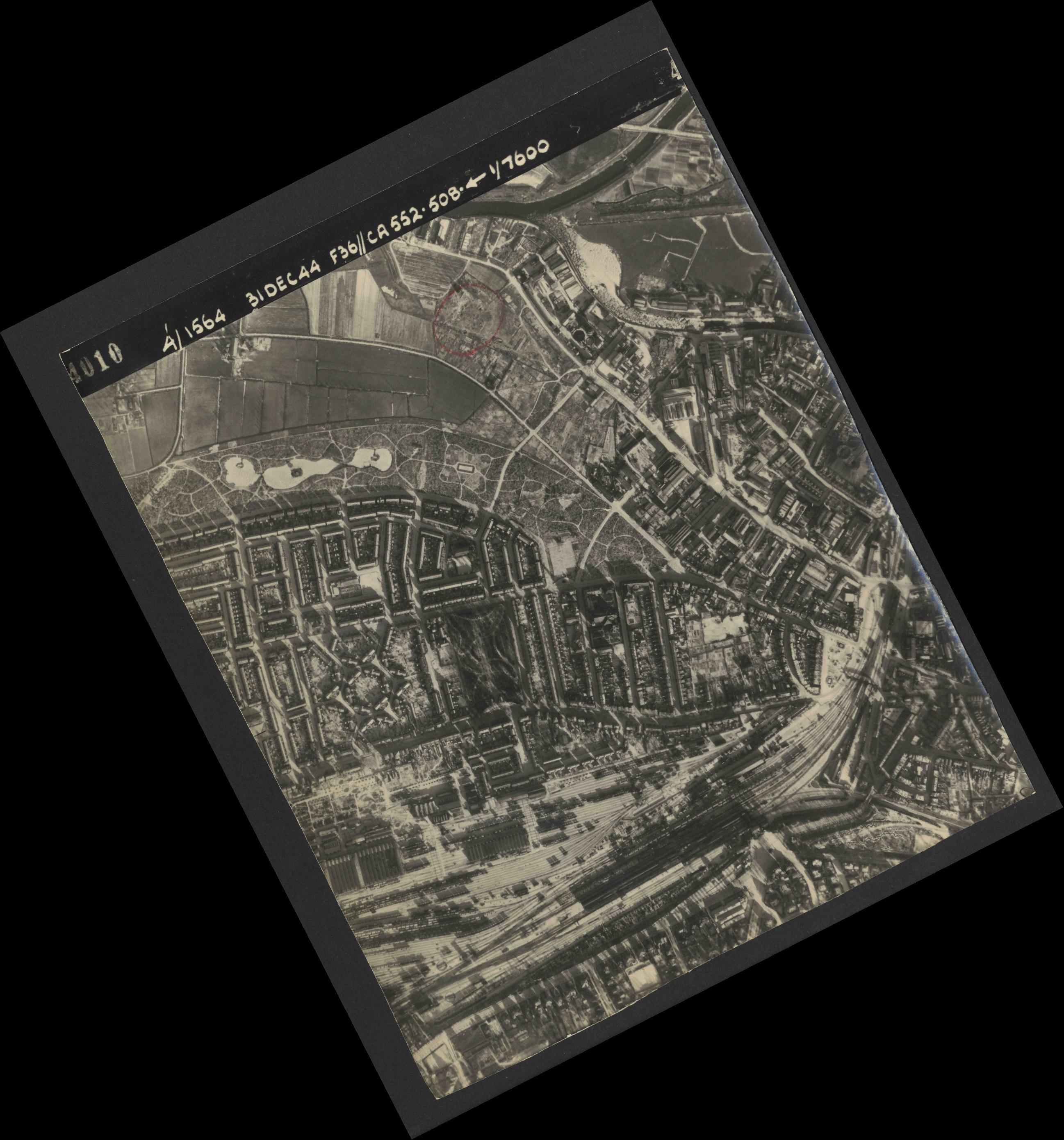 Collection RAF aerial photos 1940-1945 - flight 351, run 01, photo 4010