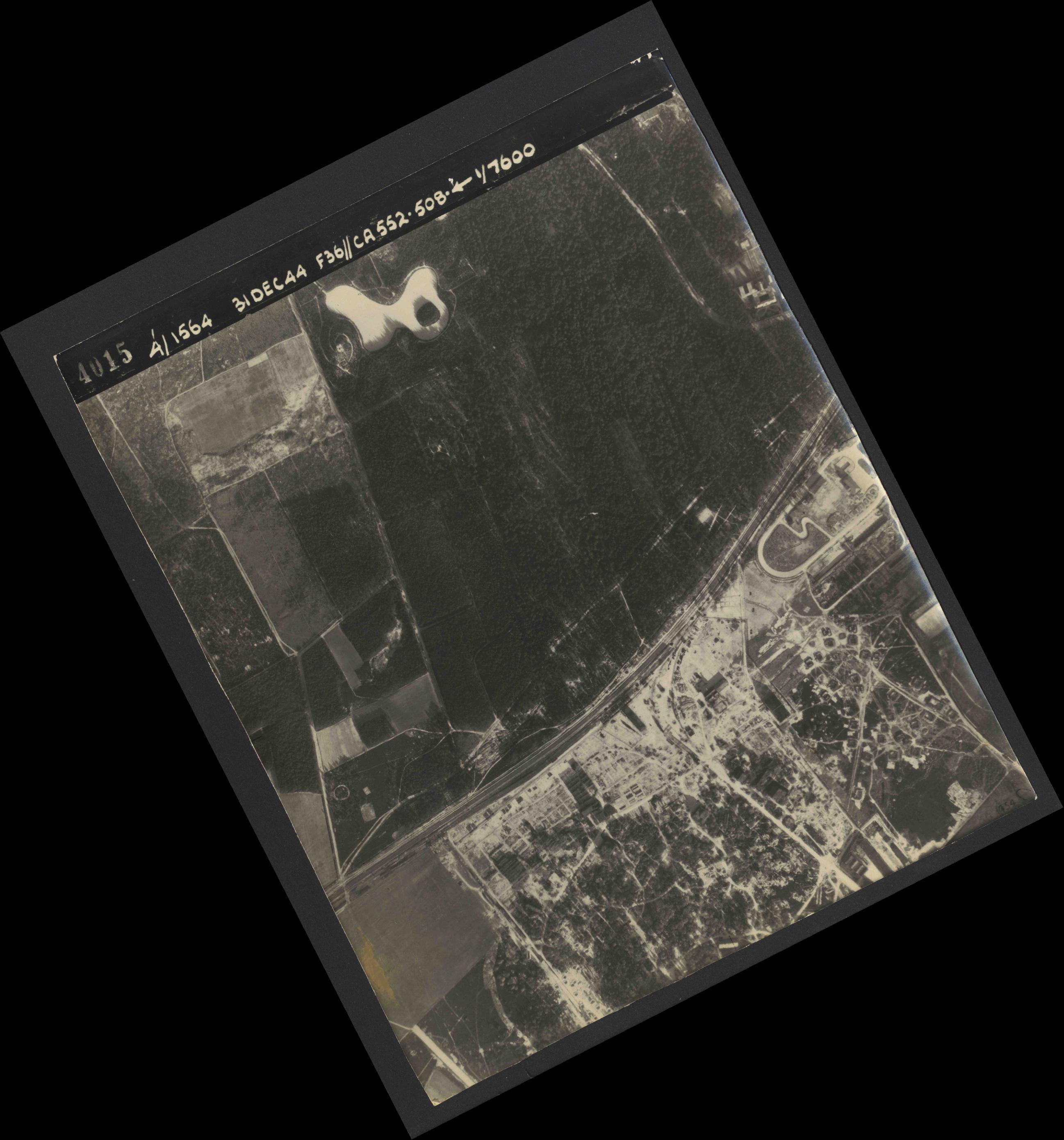 Collection RAF aerial photos 1940-1945 - flight 351, run 01, photo 4015