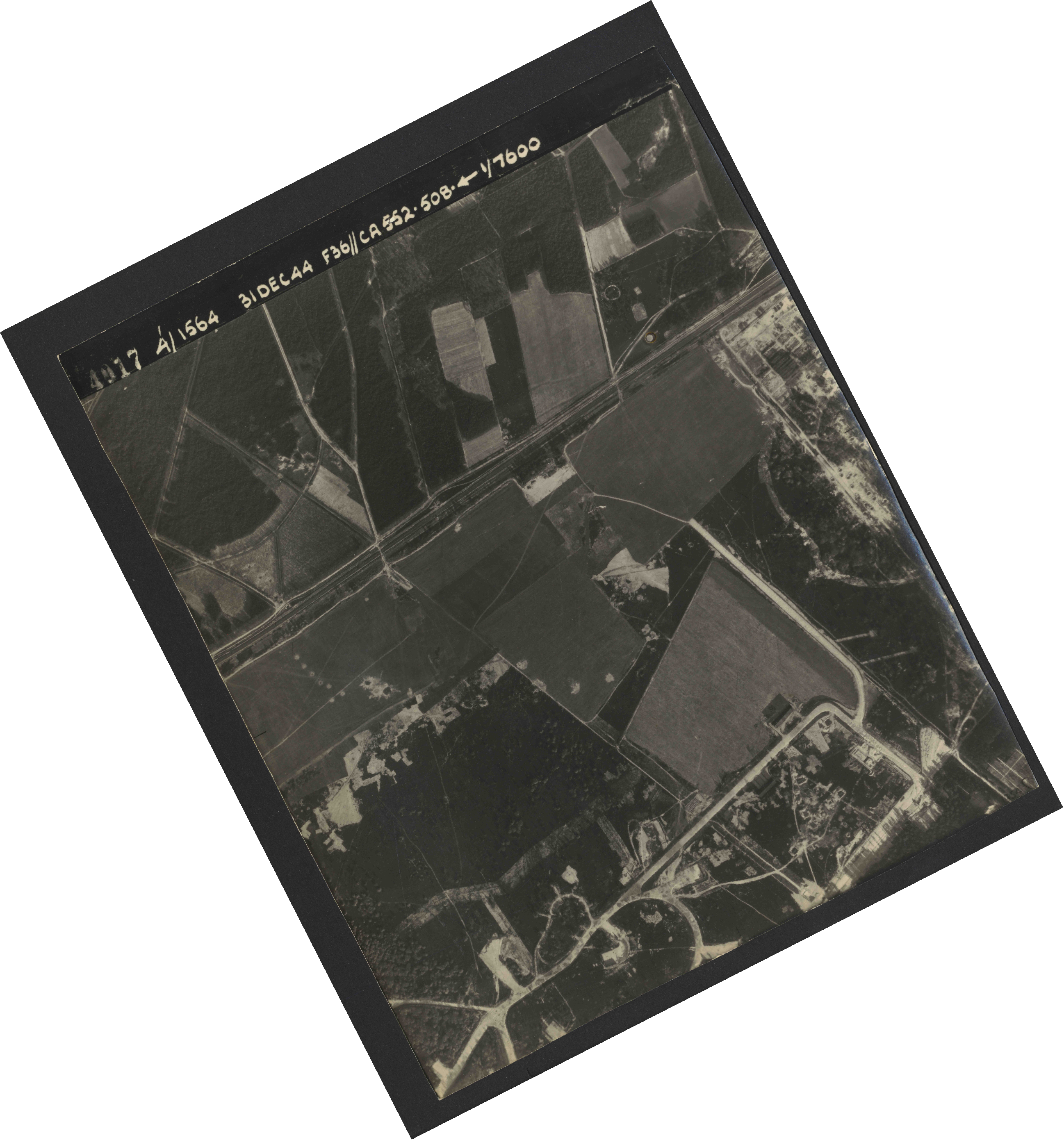Collection RAF aerial photos 1940-1945 - flight 351, run 01, photo 4017