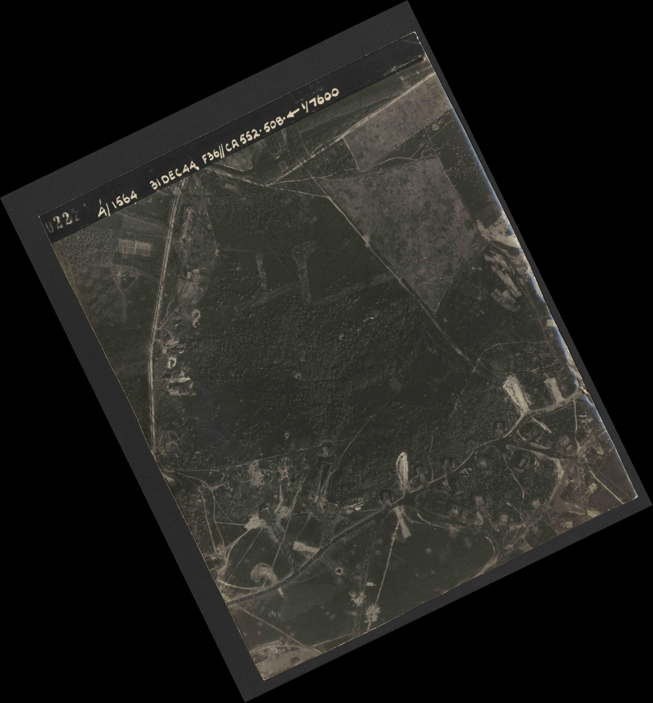 Collection RAF aerial photos 1940-1945 - flight 351, run 01, photo 4022