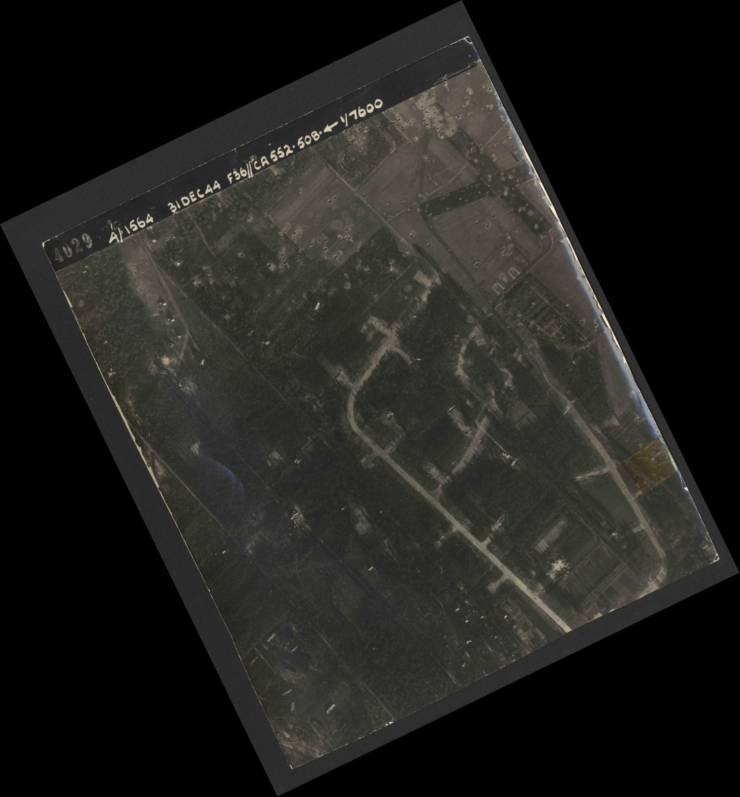 Collection RAF aerial photos 1940-1945 - flight 351, run 01, photo 4029