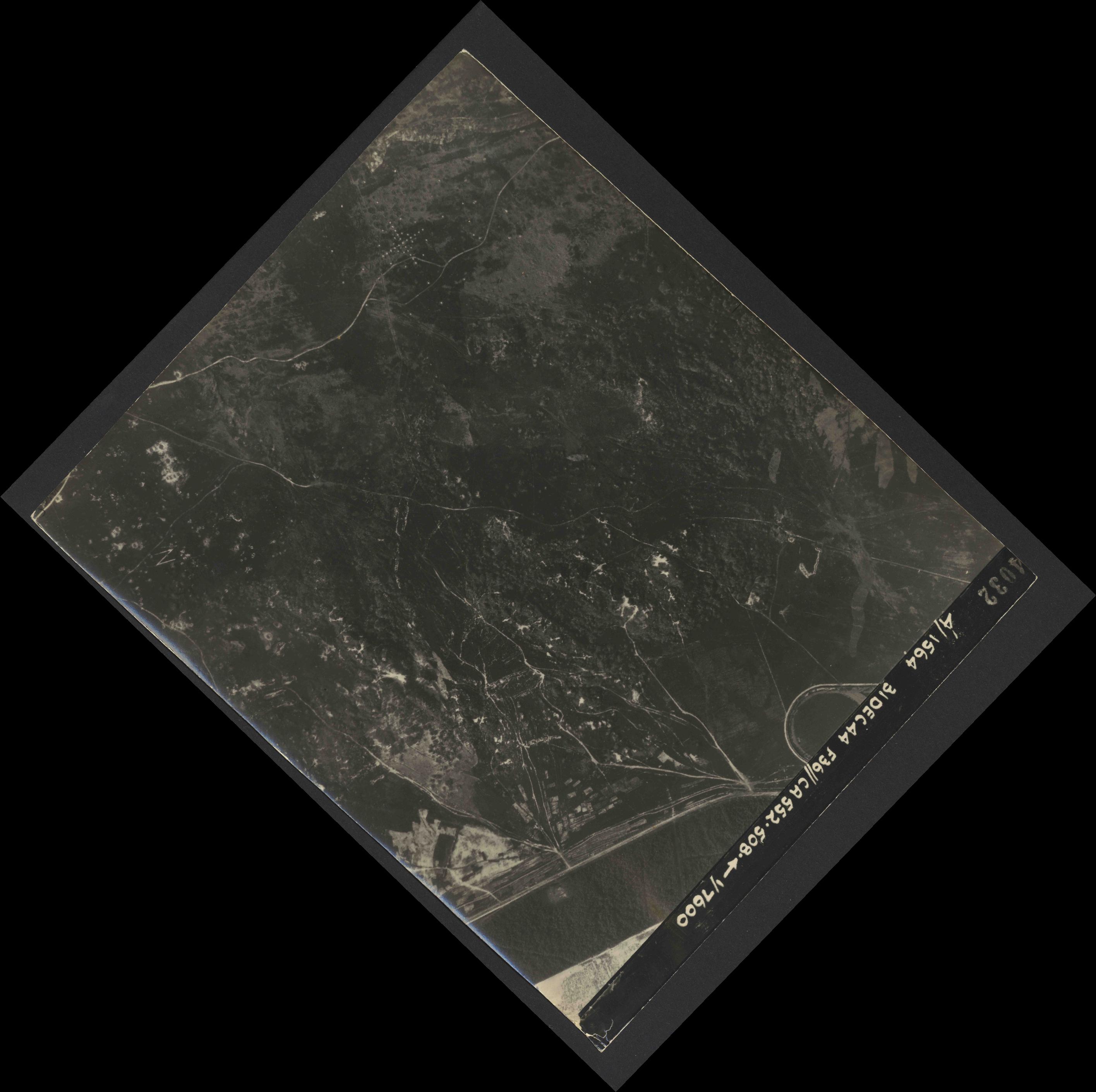 Collection RAF aerial photos 1940-1945 - flight 351, run 02, photo 4032