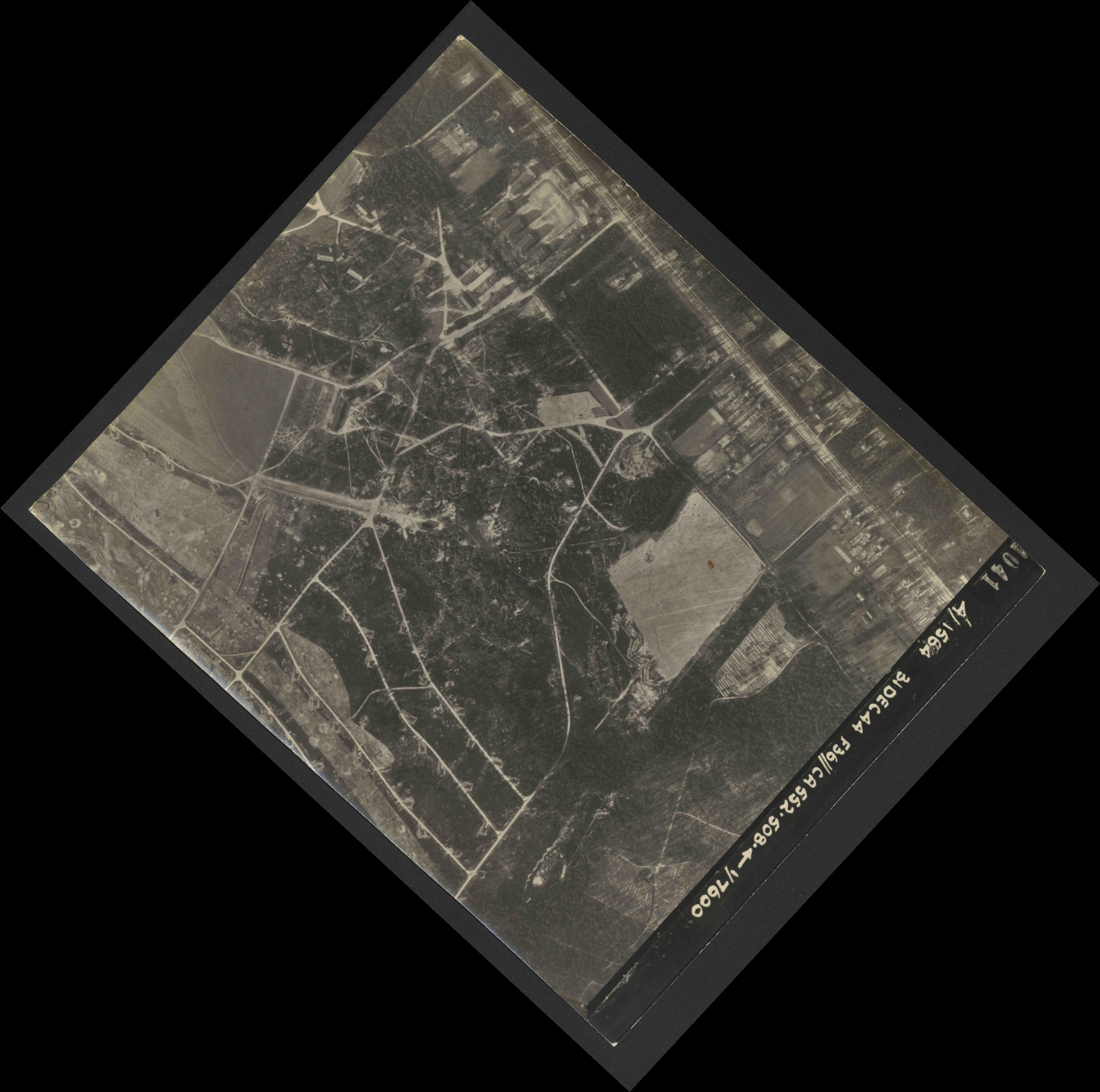 Collection RAF aerial photos 1940-1945 - flight 351, run 02, photo 4041