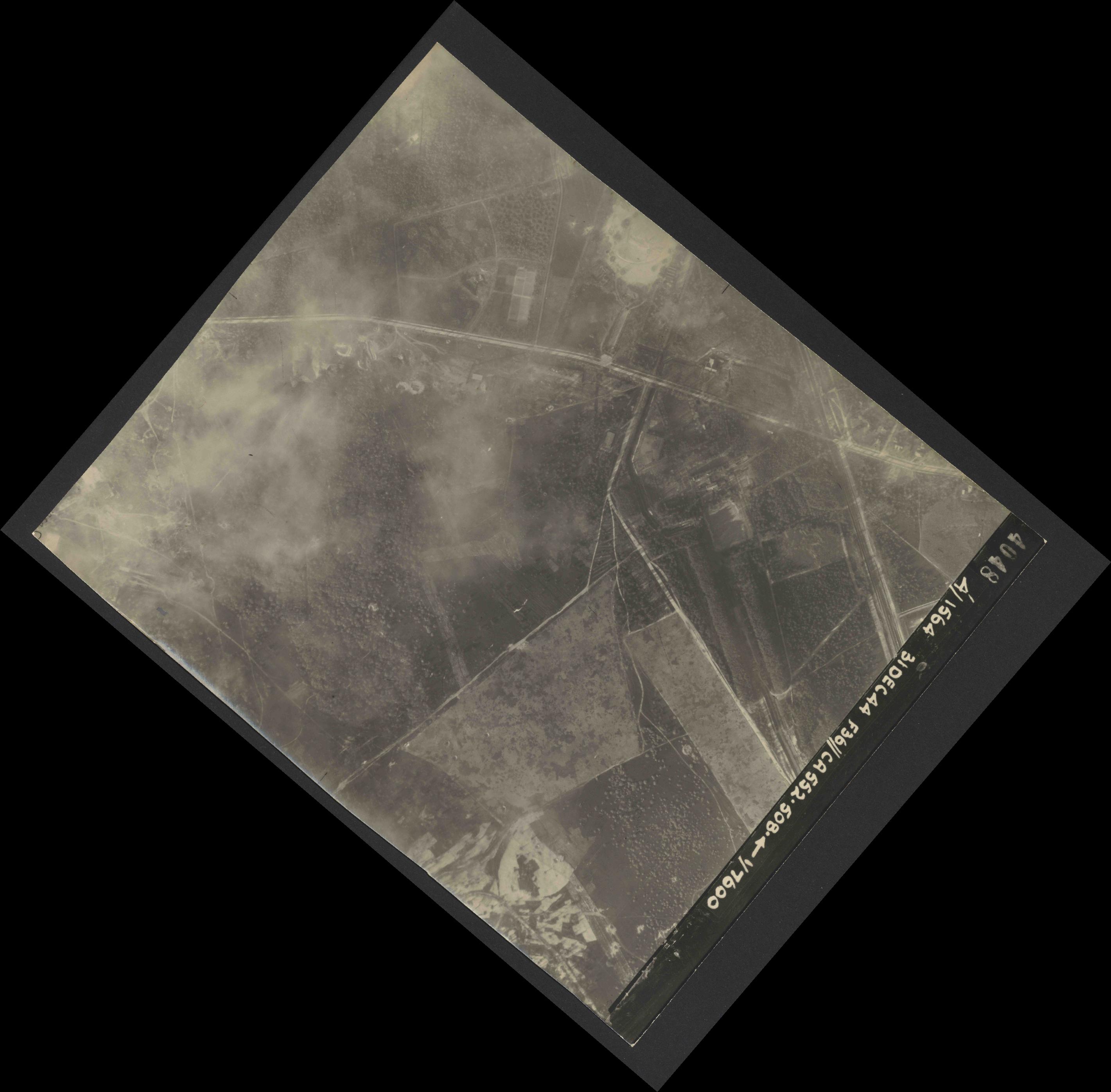 Collection RAF aerial photos 1940-1945 - flight 351, run 02, photo 4048