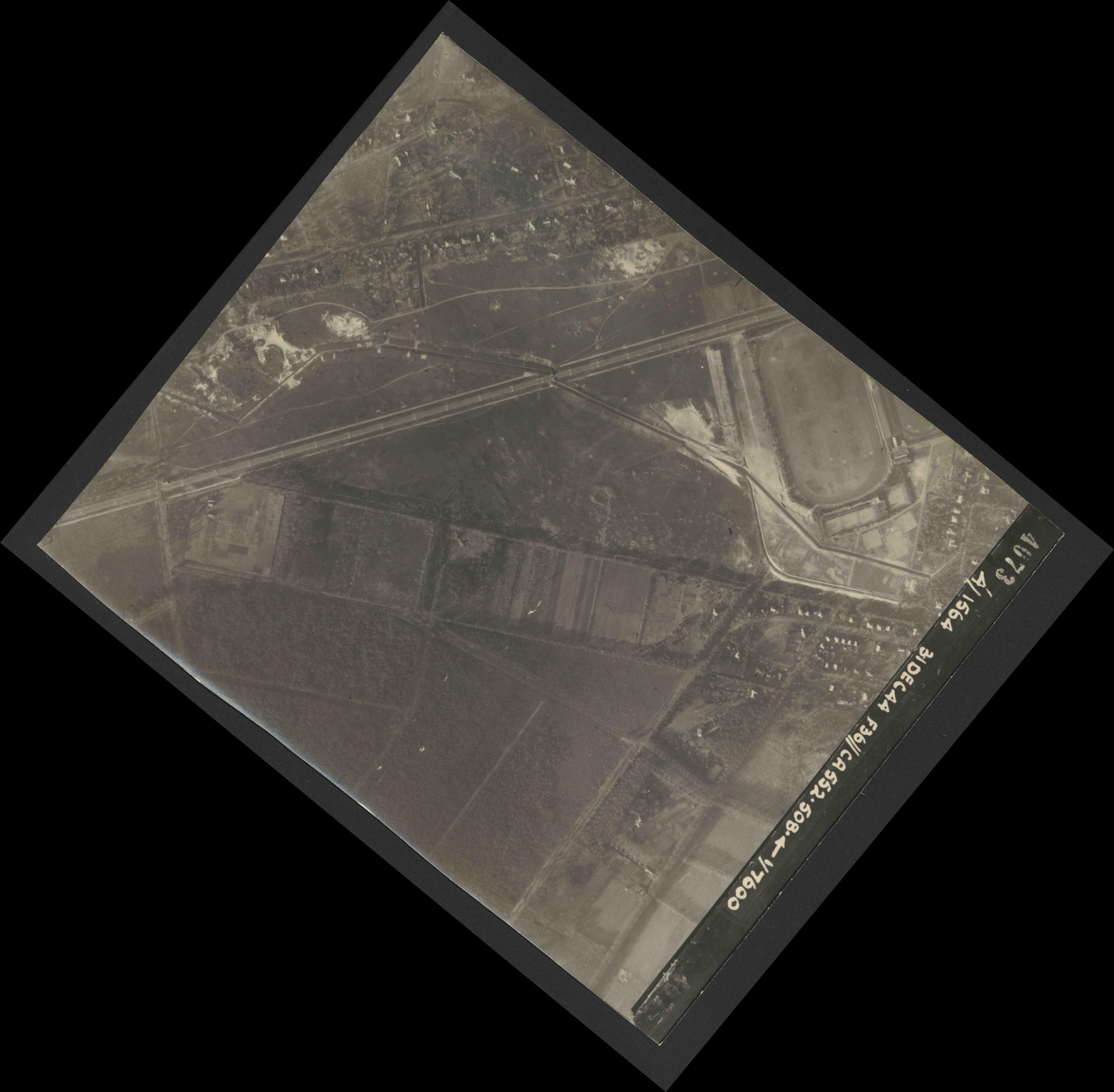 Collection RAF aerial photos 1940-1945 - flight 351, run 03, photo 4073