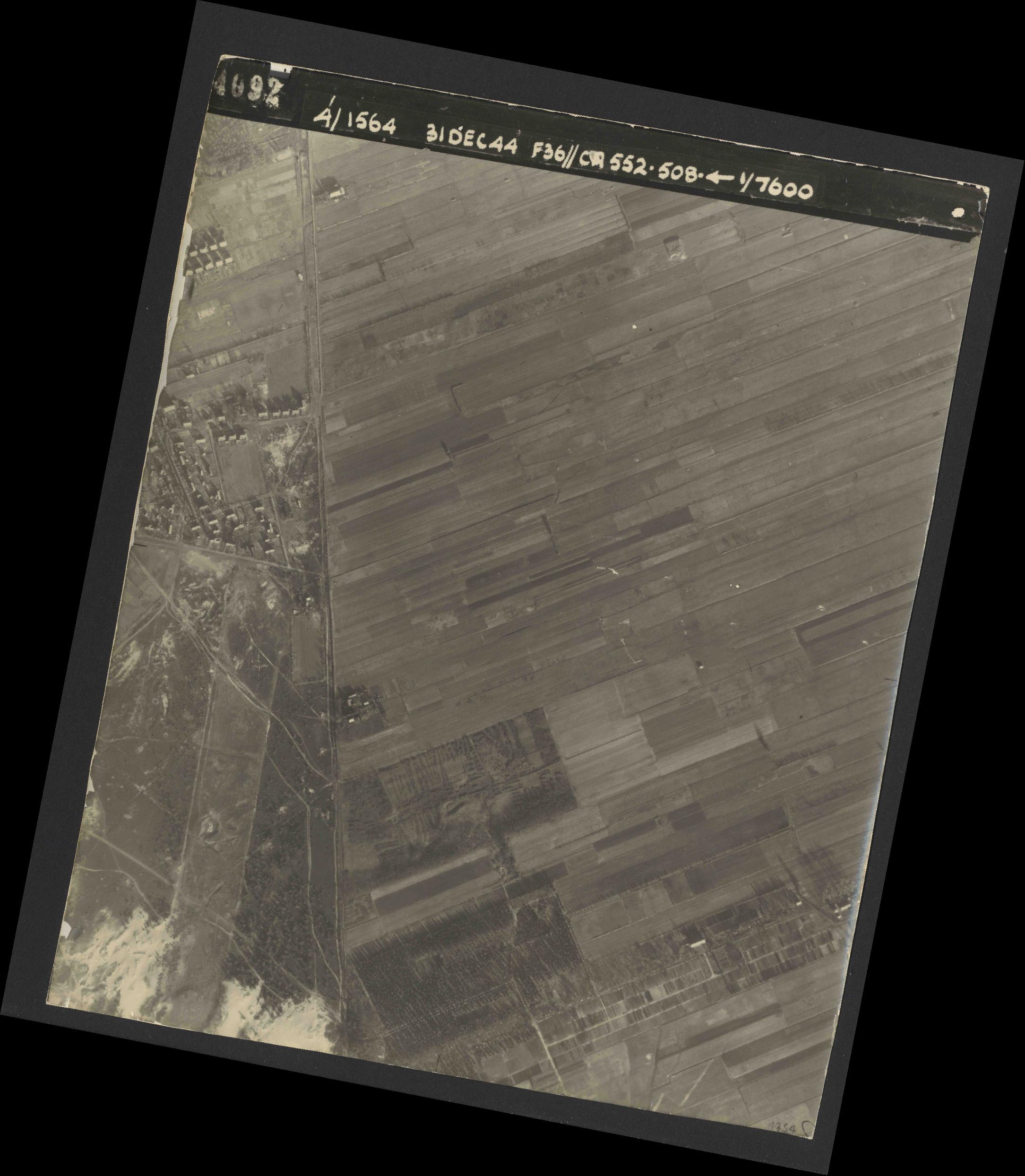 Collection RAF aerial photos 1940-1945 - flight 351, run 04, photo 4092
