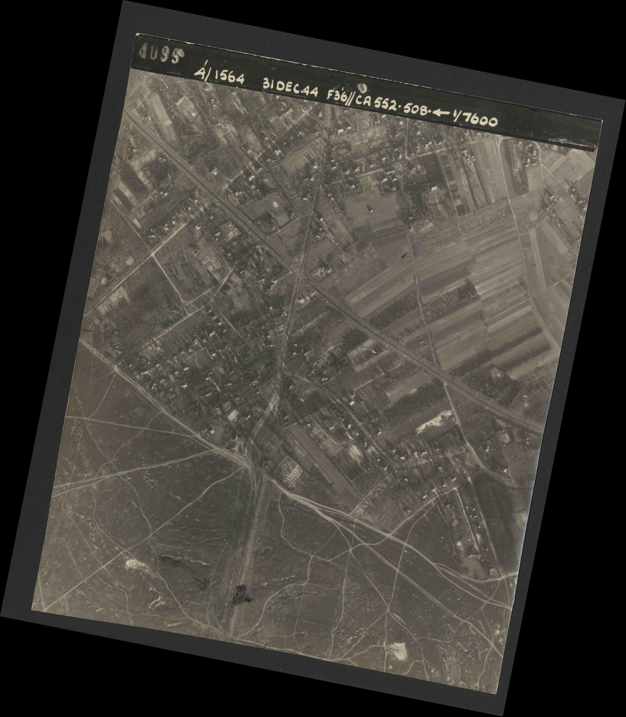 Collection RAF aerial photos 1940-1945 - flight 351, run 04, photo 4099