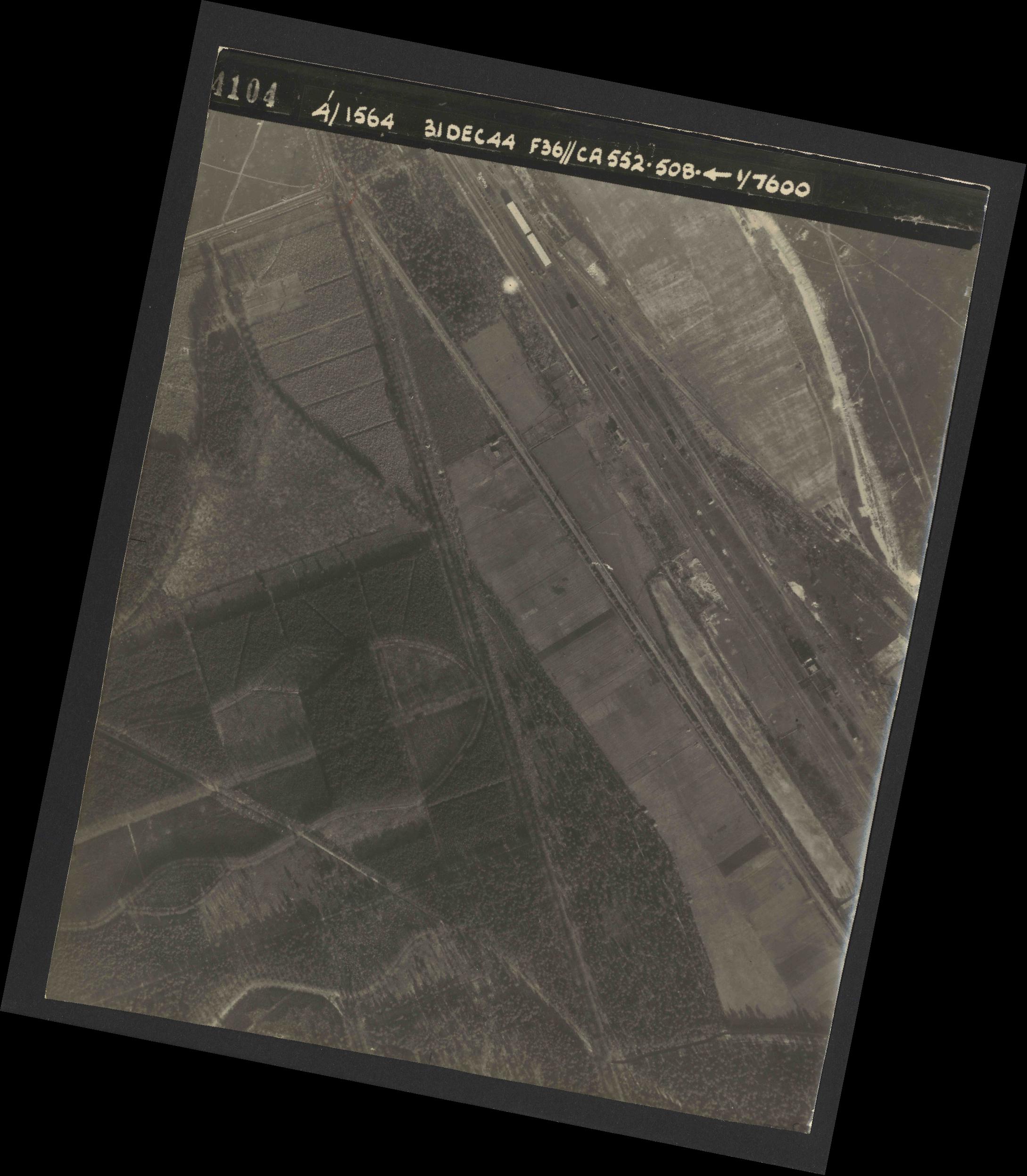 Collection RAF aerial photos 1940-1945 - flight 351, run 04, photo 4104