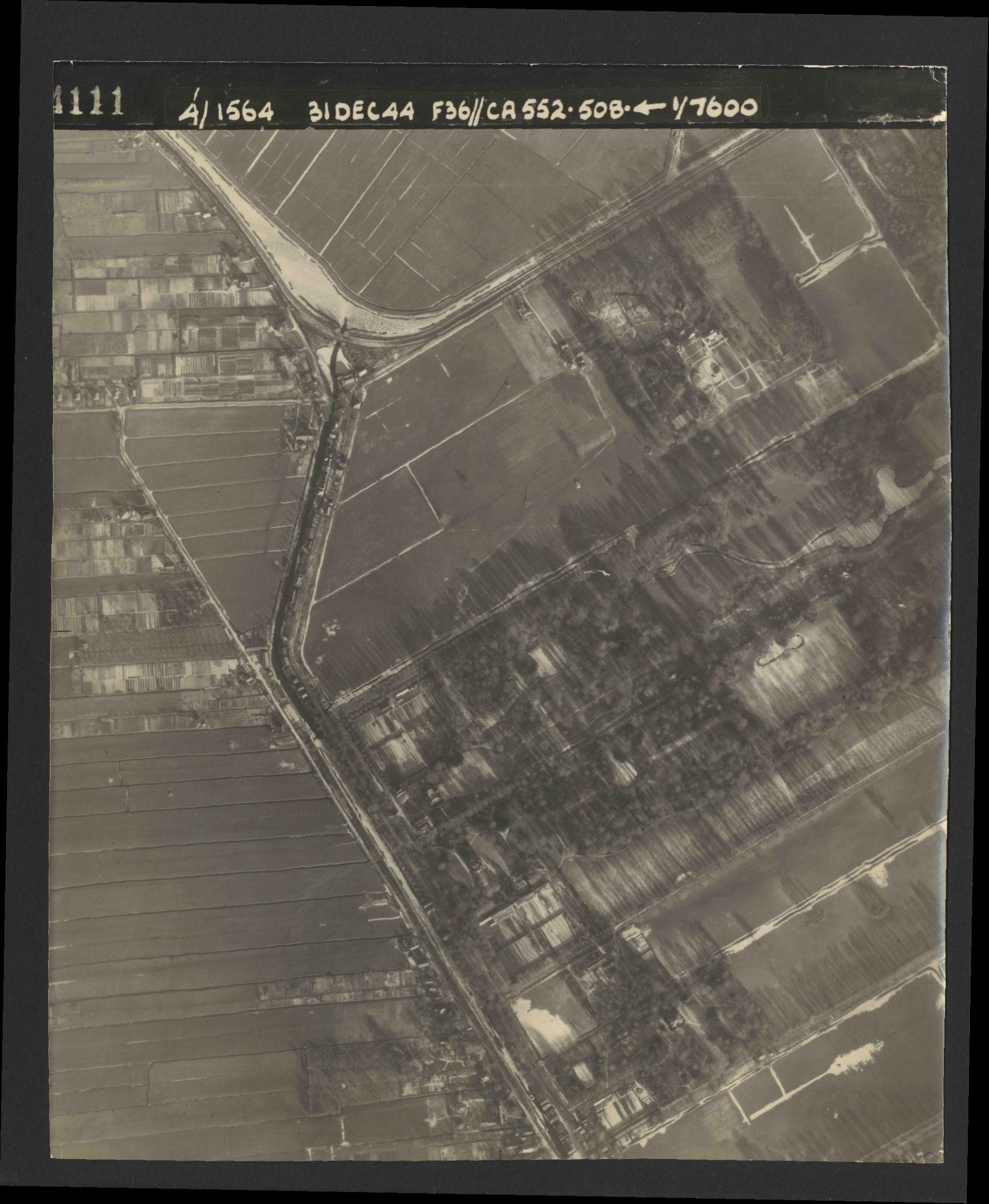 Collection RAF aerial photos 1940-1945 - flight 351, run 04, photo 4111
