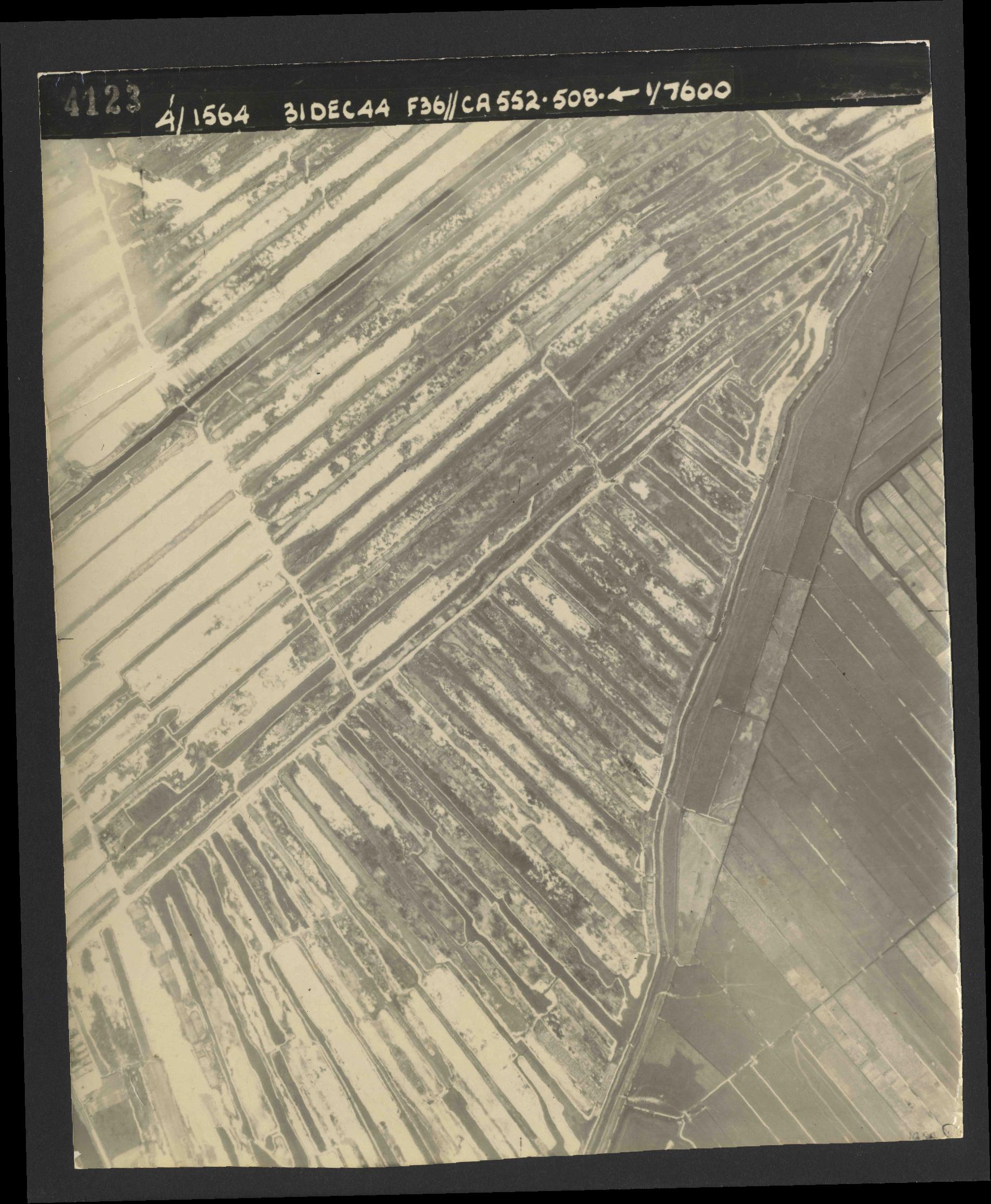 Collection RAF aerial photos 1940-1945 - flight 351, run 04, photo 4123