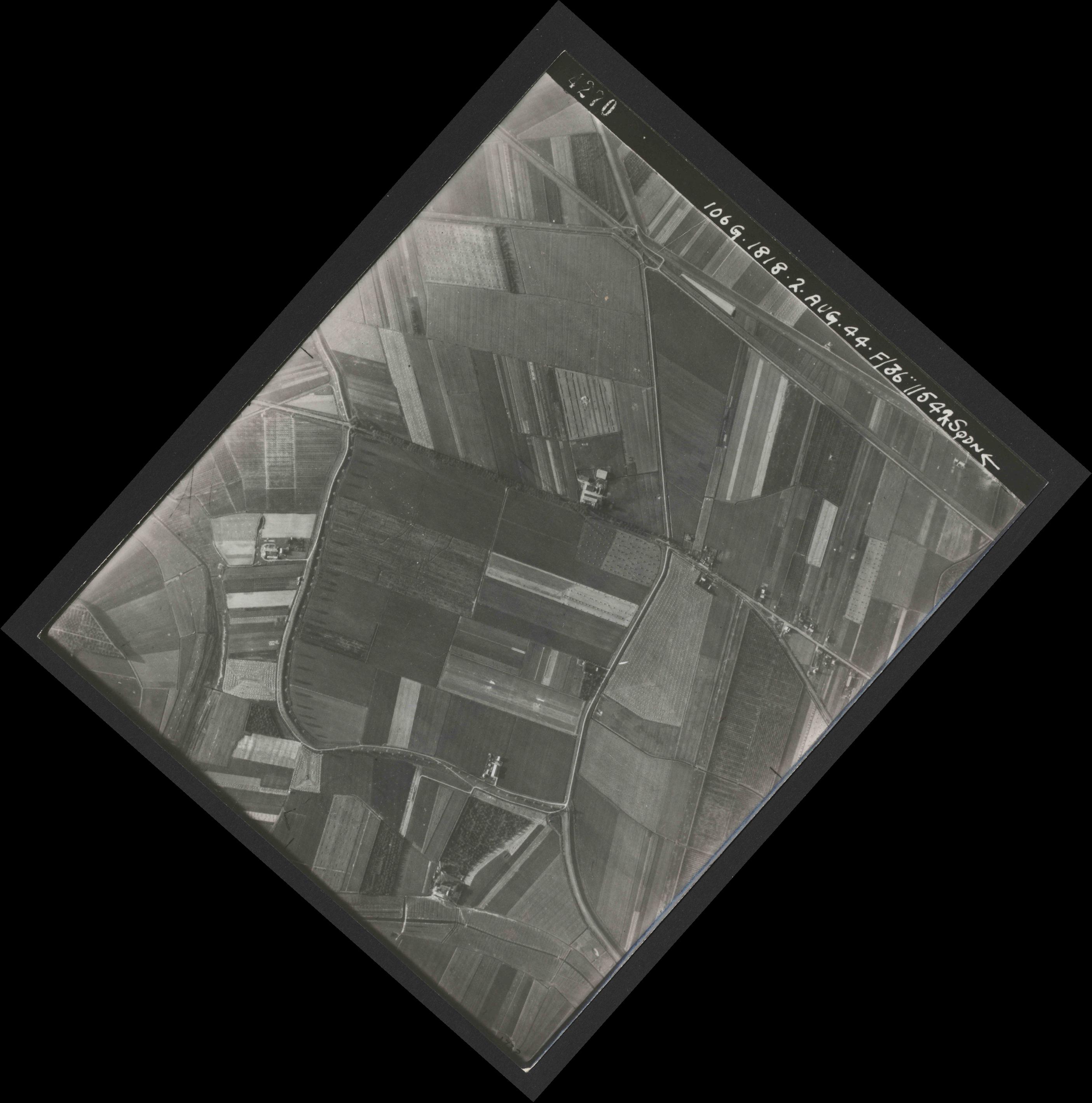 Collection RAF aerial photos 1940-1945 - flight 358, run 01, photo 4270