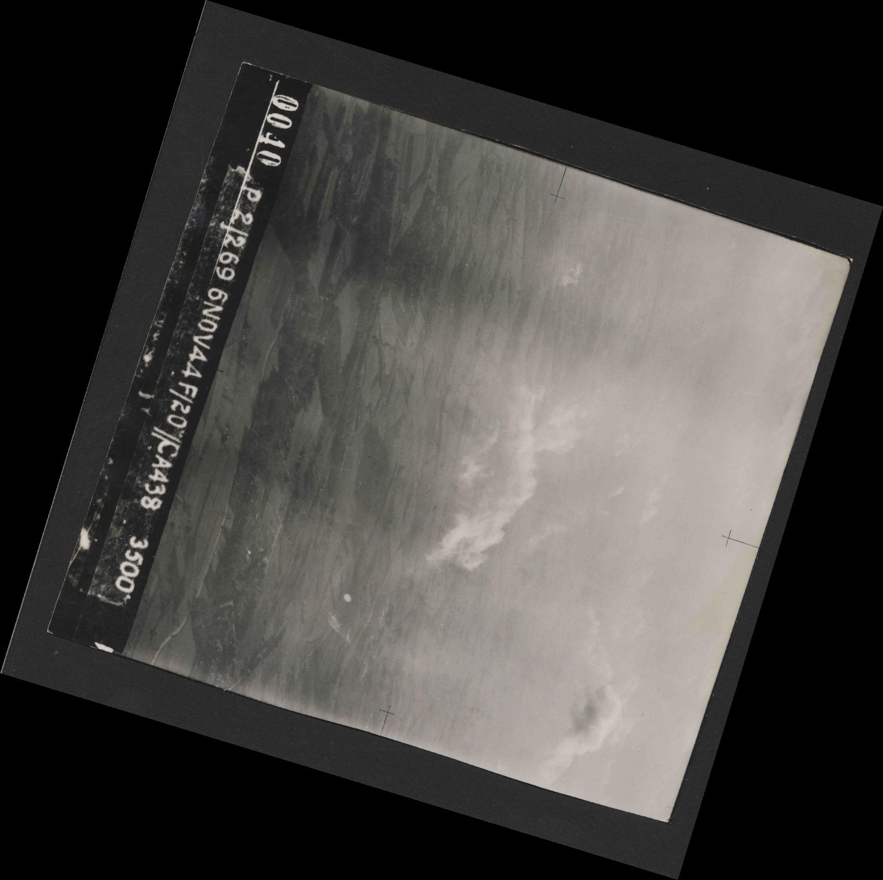 Collection RAF aerial photos 1940-1945 - flight 501, run 01, photo 0040