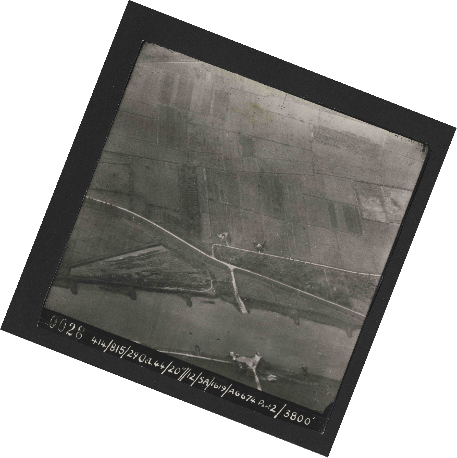 Collection RAF aerial photos 1940-1945 - flight 504, run 01, photo 0028