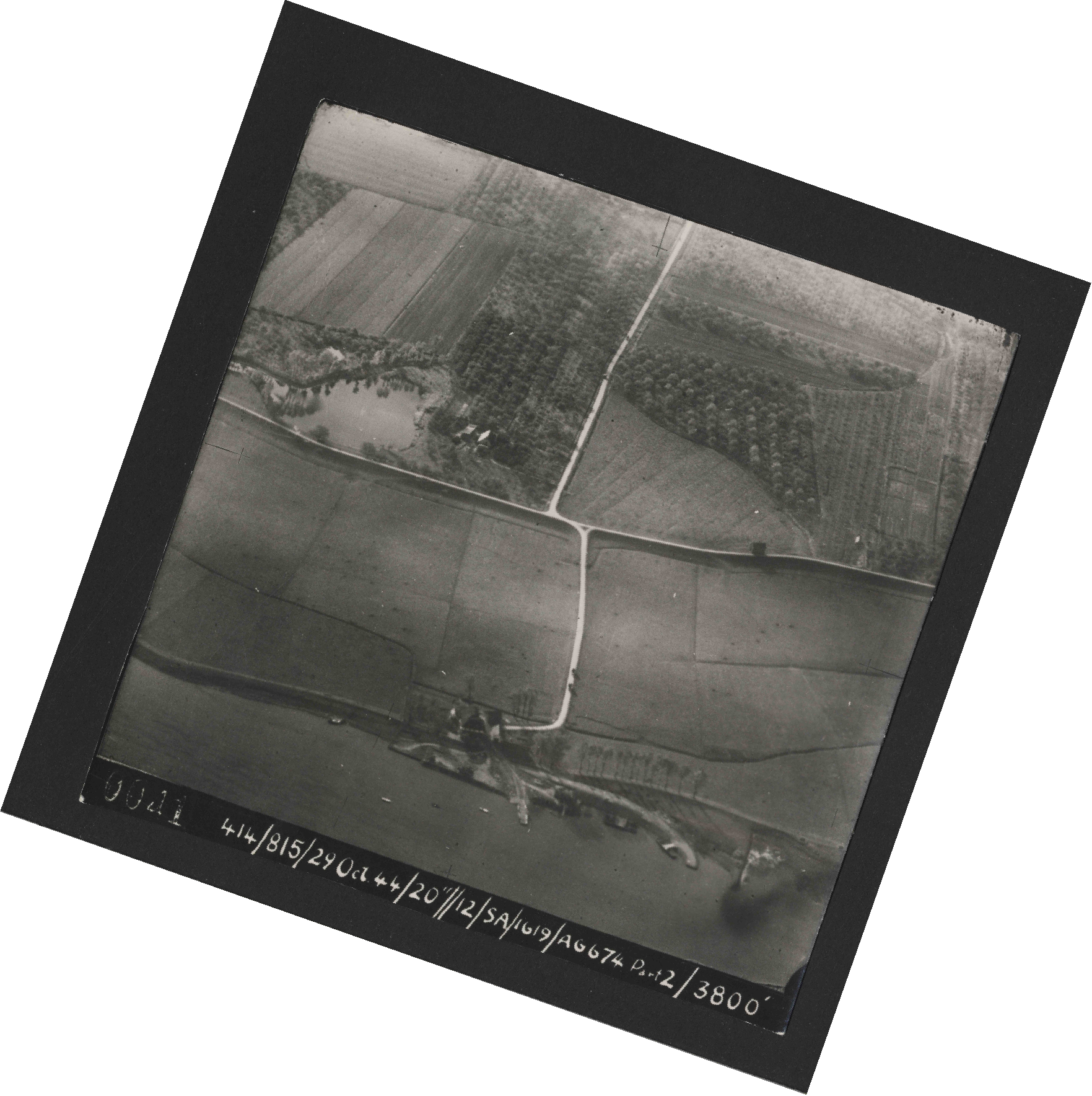 Collection RAF aerial photos 1940-1945 - flight 504, run 01, photo 0041