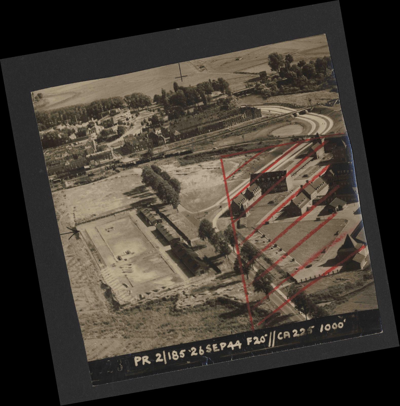 Collection RAF aerial photos 1940-1945 - flight 510, run 01, photo 0023
