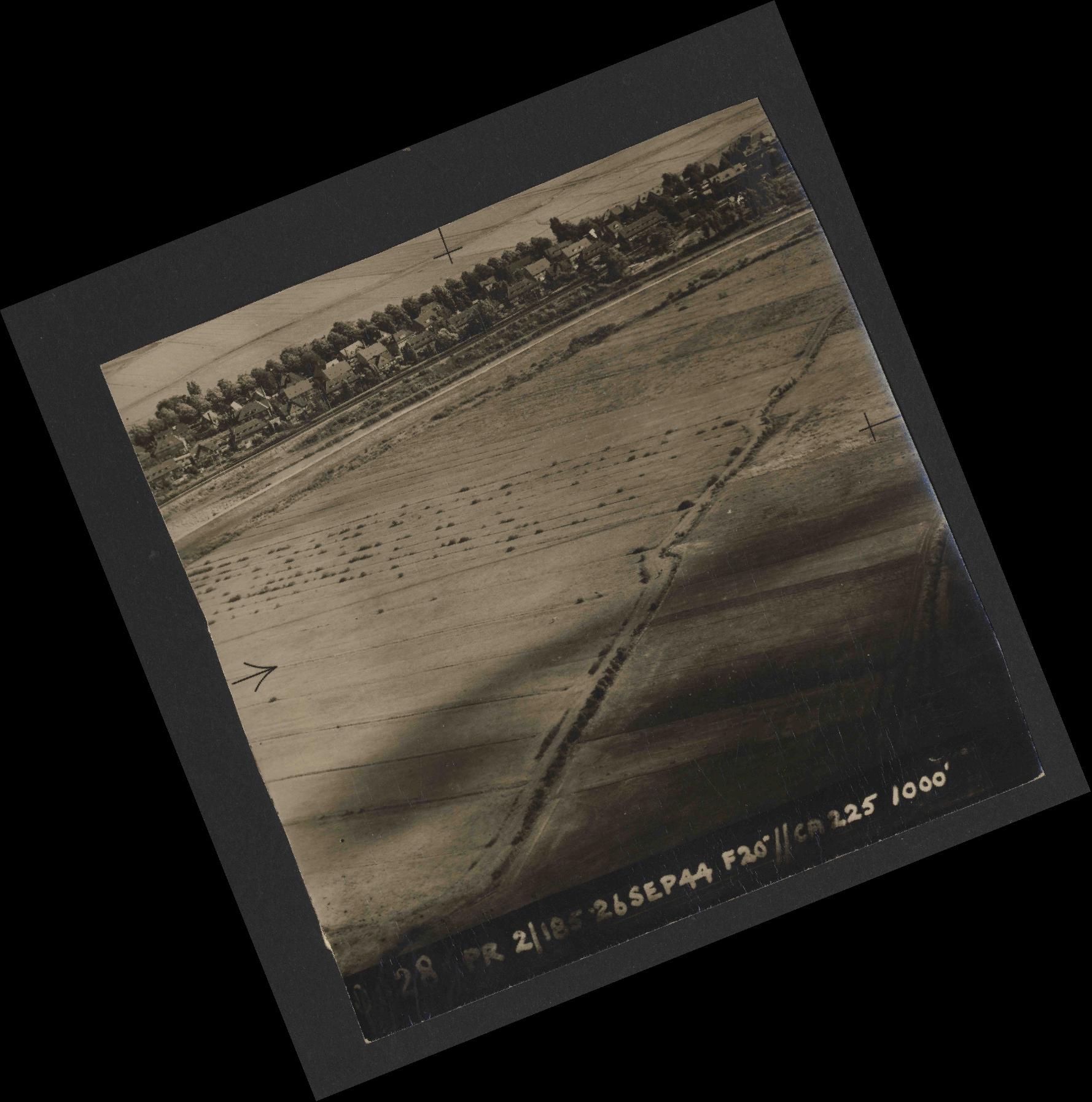 Collection RAF aerial photos 1940-1945 - flight 510, run 01, photo 0028