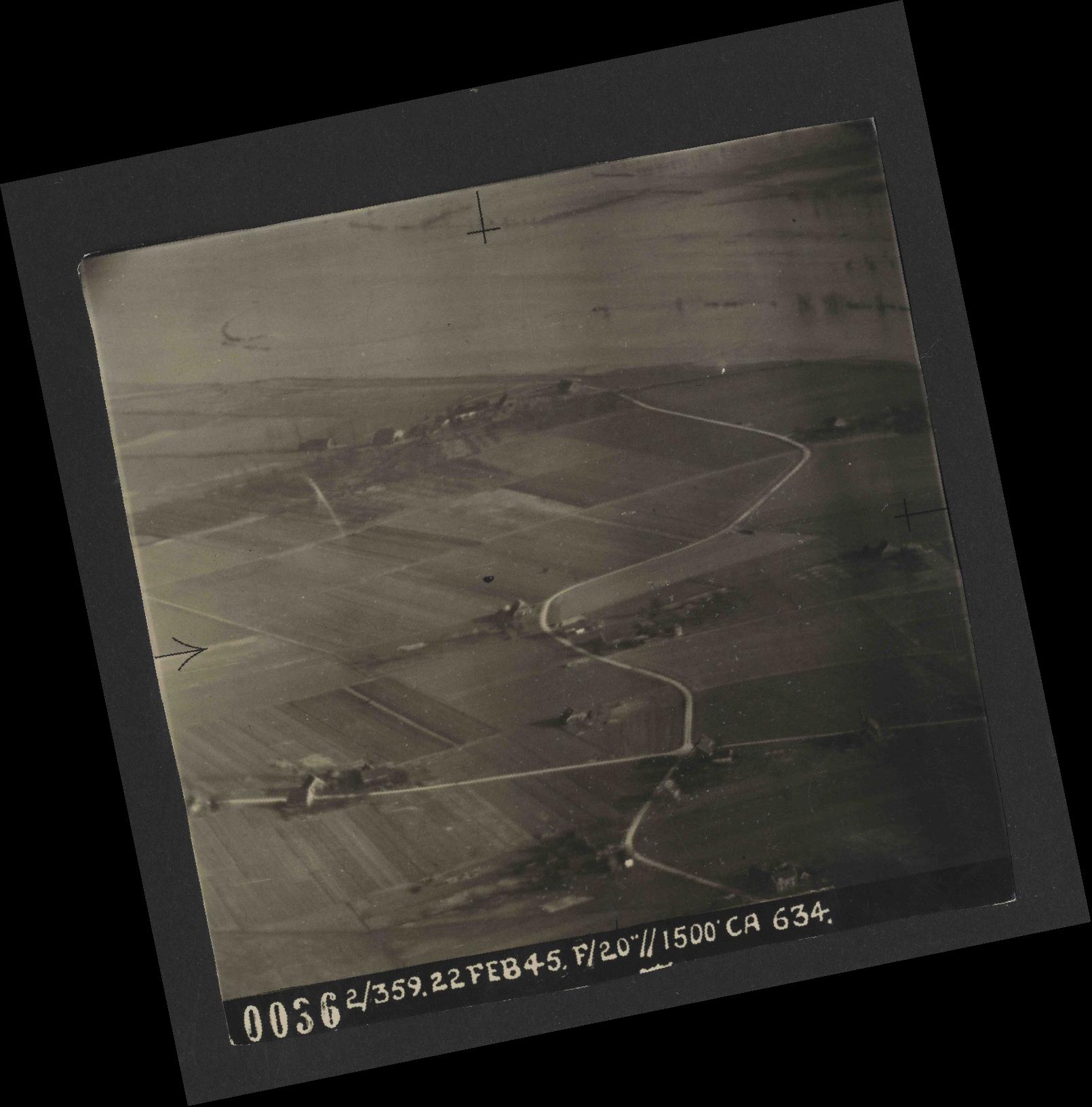 Collection RAF aerial photos 1940-1945 - flight 512, run 01, photo 0036