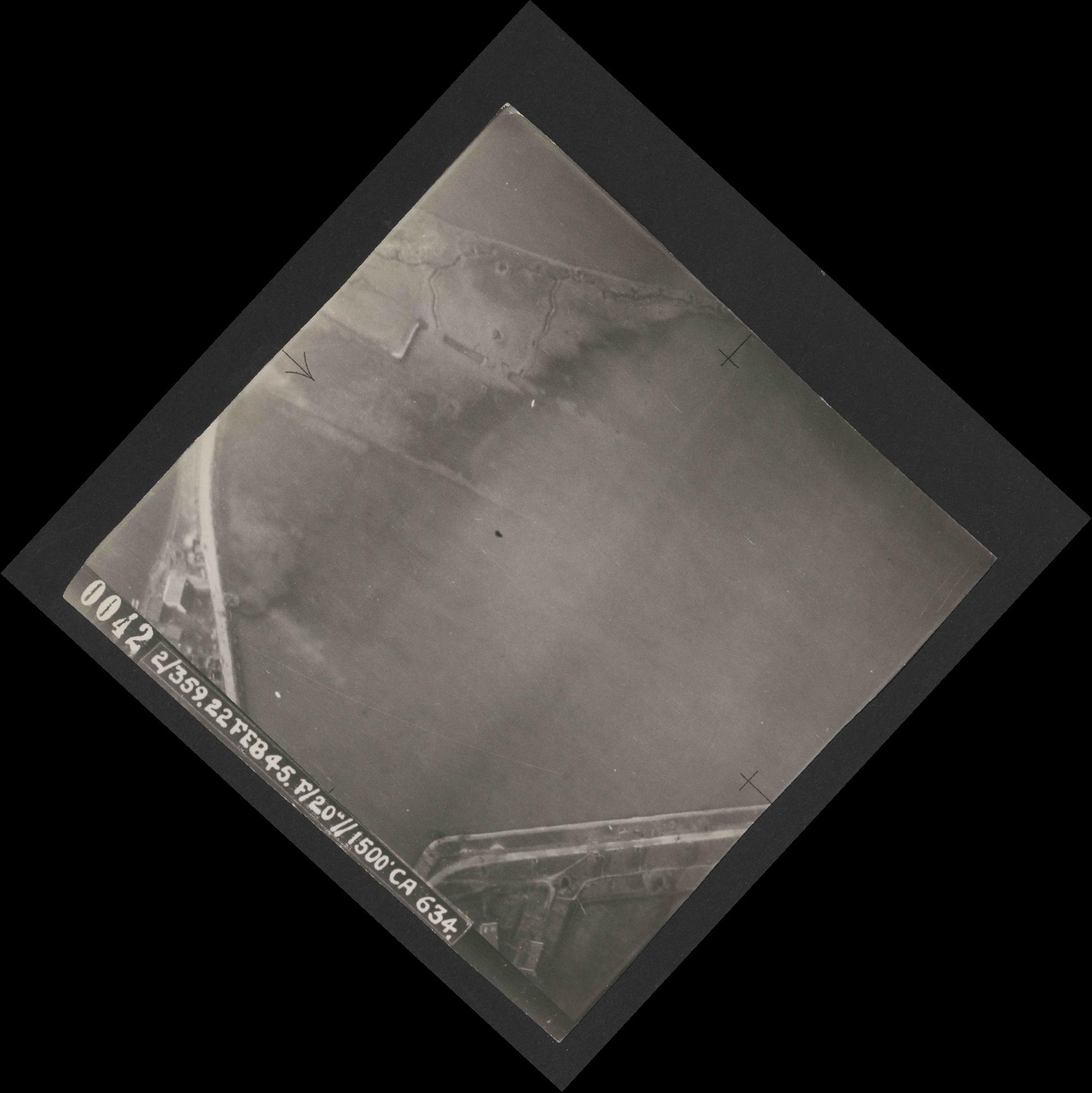 Collection RAF aerial photos 1940-1945 - flight 512, run 01, photo 0042