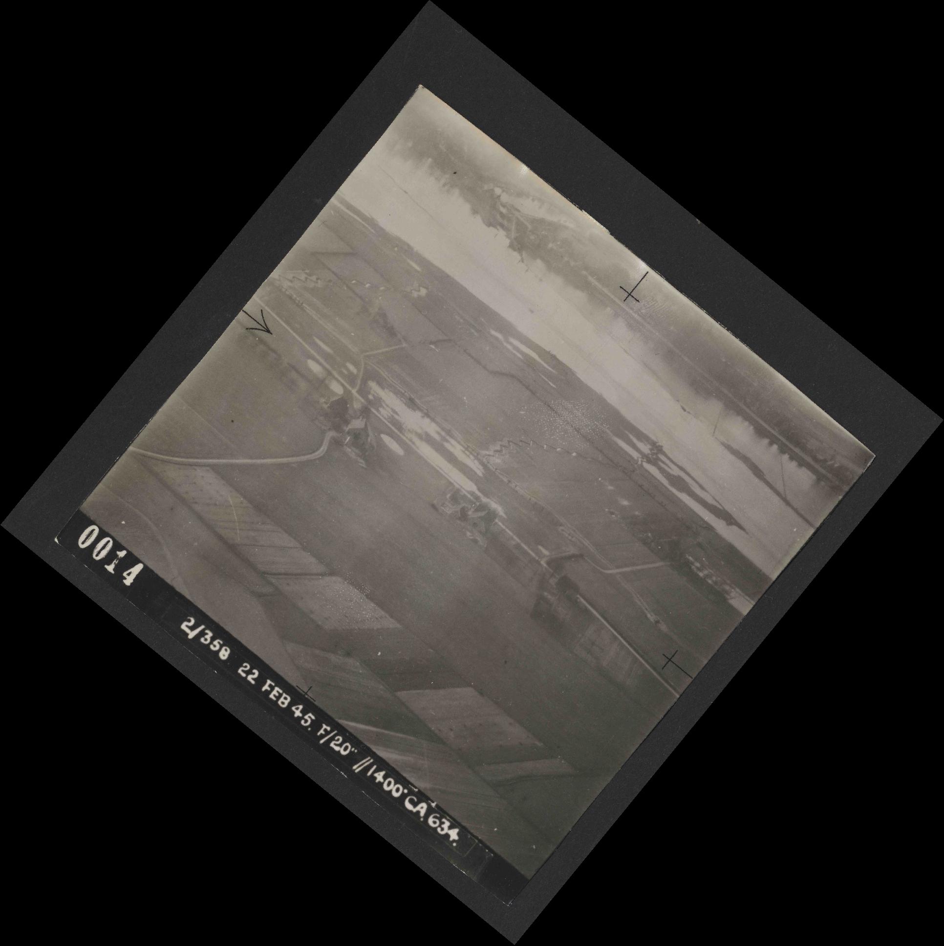 Collection RAF aerial photos 1940-1945 - flight 512, run 02, photo 0014