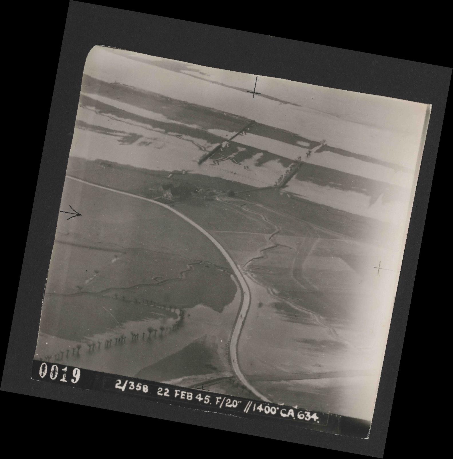Collection RAF aerial photos 1940-1945 - flight 512, run 02, photo 0019