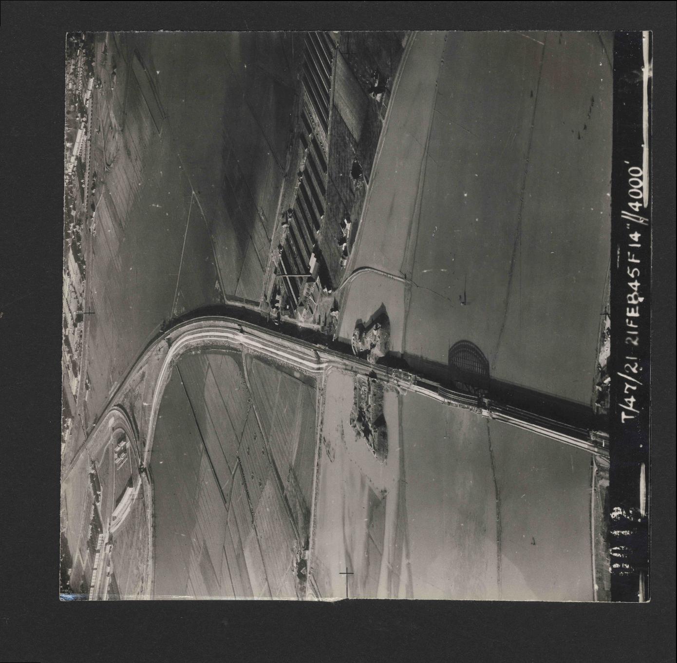 Collection RAF aerial photos 1940-1945 - flight 514, run 01, photo 0012