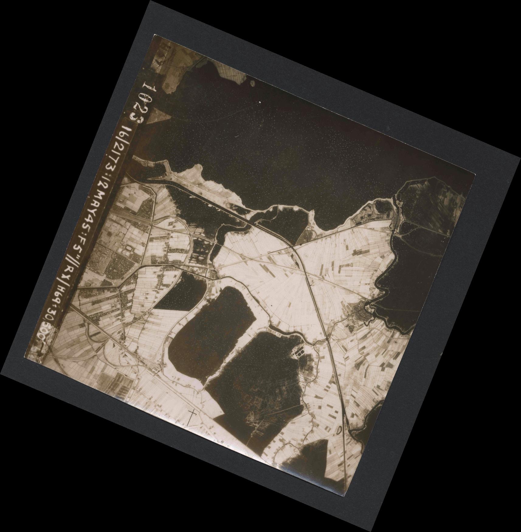 Collection RAF aerial photos 1940-1945 - flight 516, run 01, photo 1023