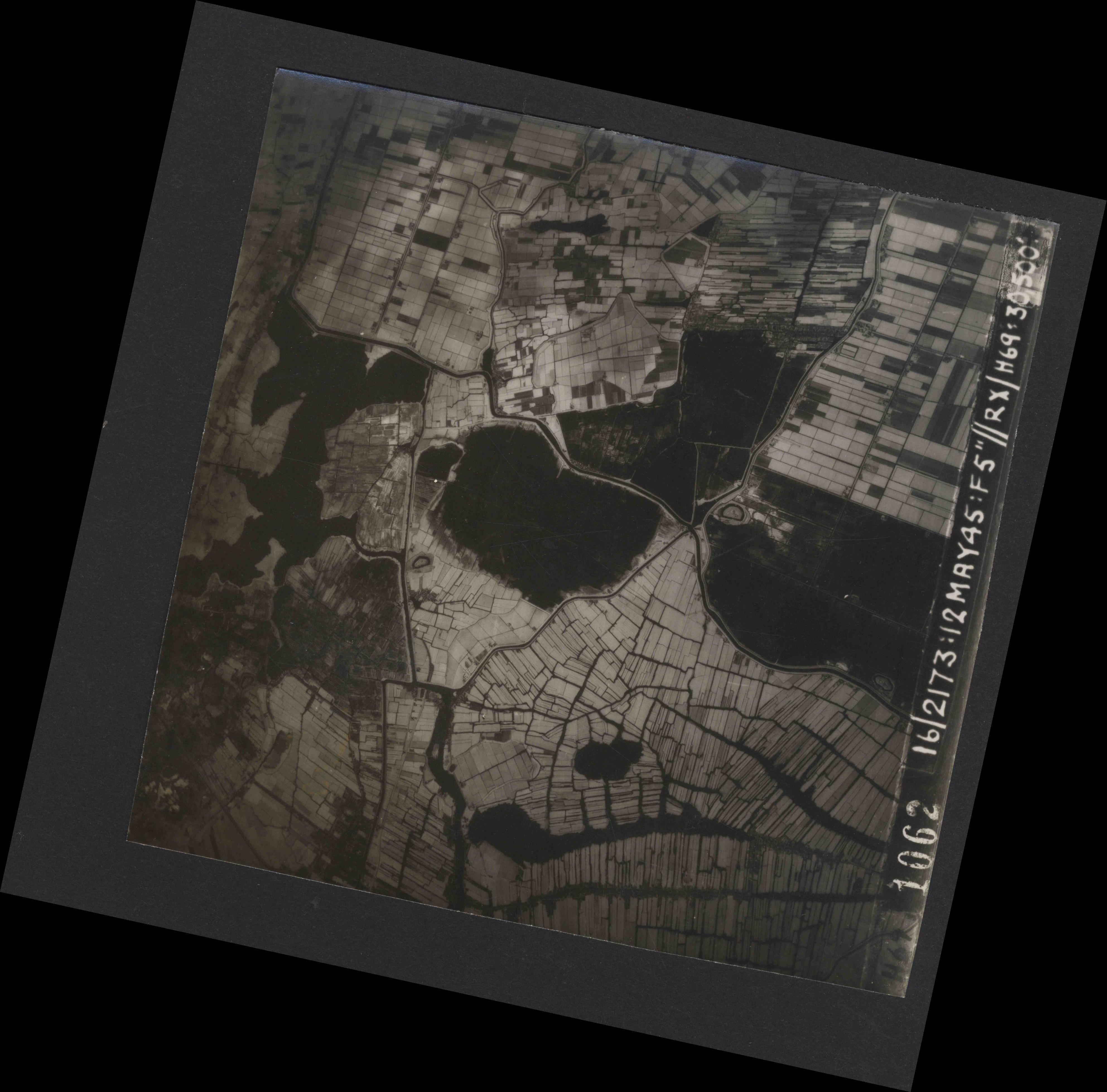 Collection RAF aerial photos 1940-1945 - flight 516, run 01, photo 1062