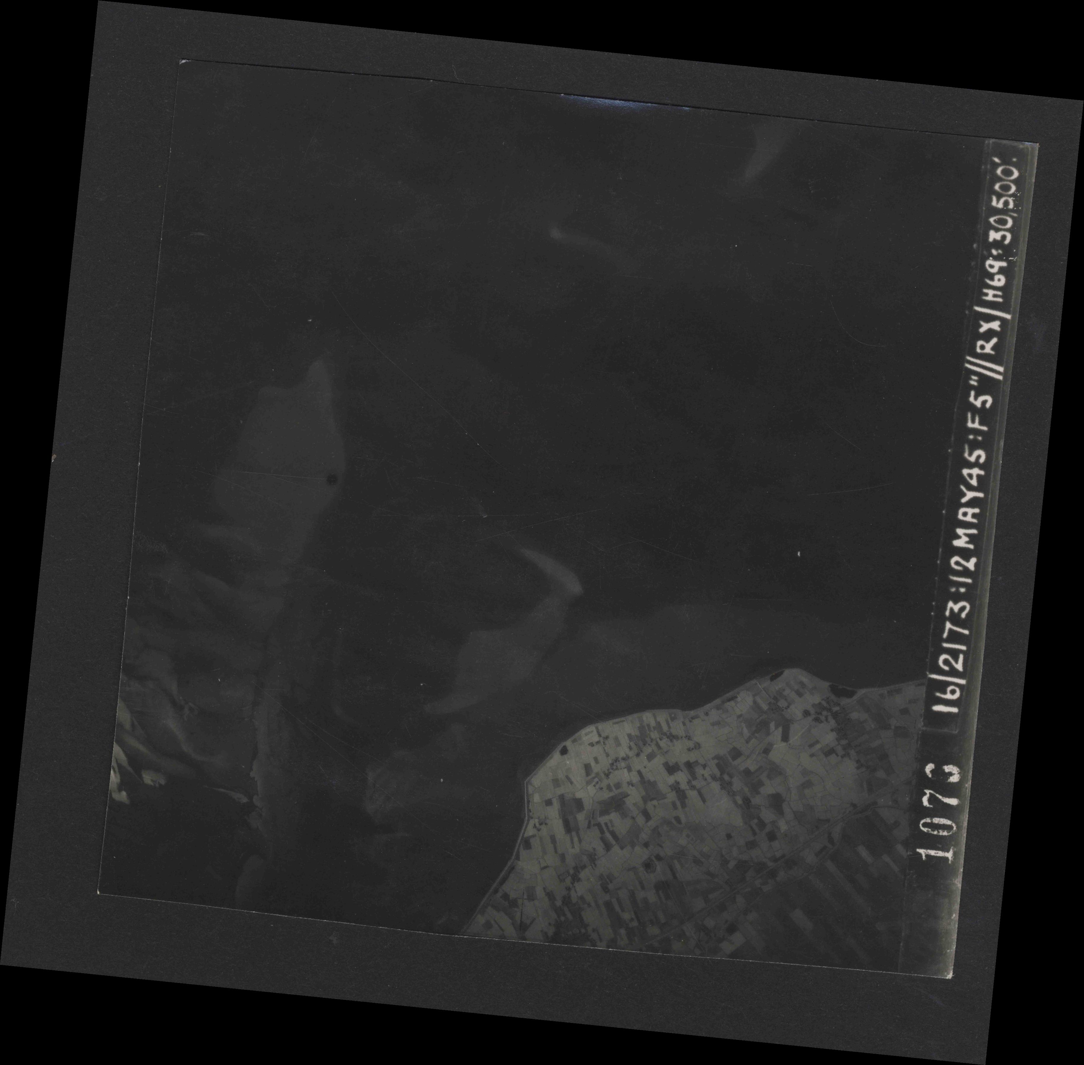 Collection RAF aerial photos 1940-1945 - flight 516, run 01, photo 1076