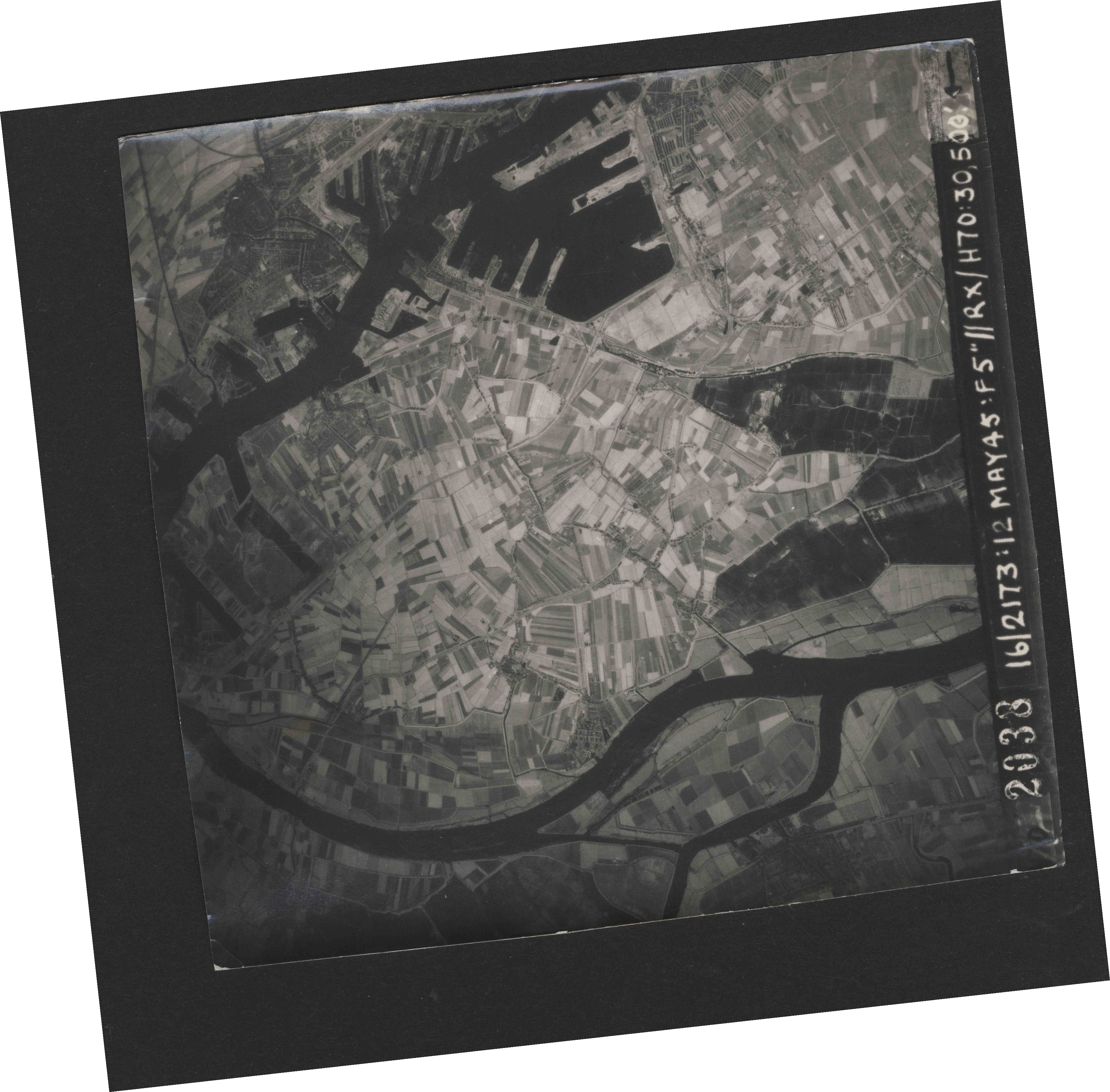 Collection RAF aerial photos 1940-1945 - flight 516, run 02, photo 2038