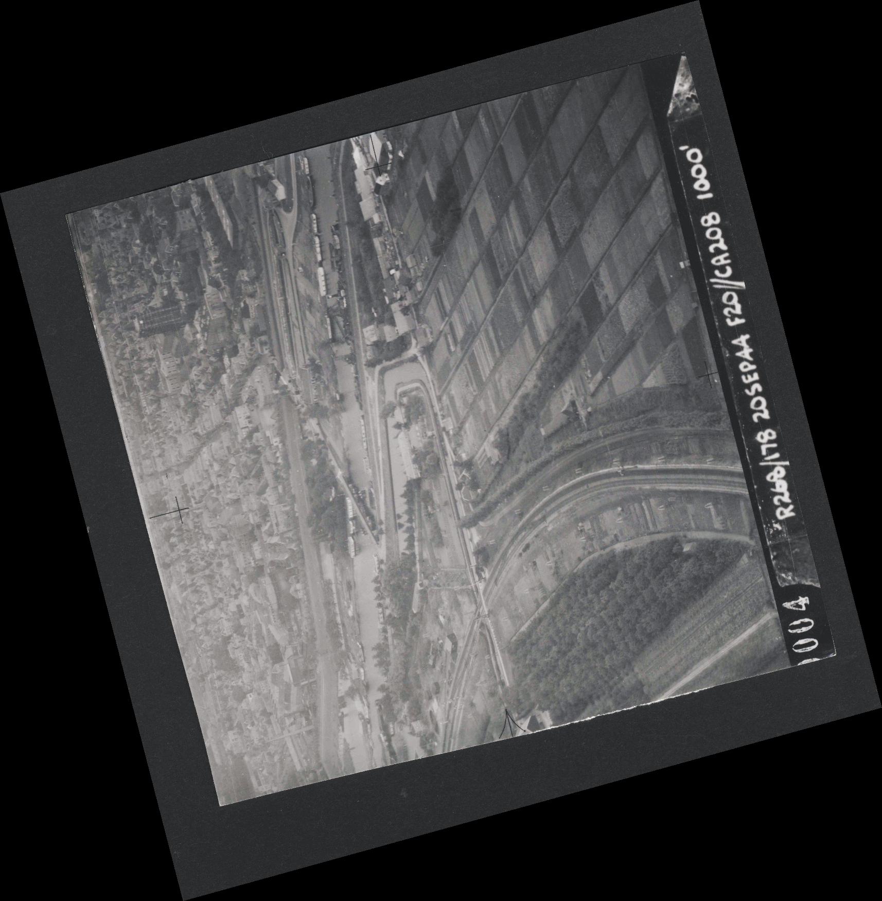Collection RAF aerial photos 1940-1945 - flight 519, run 01, photo 0004