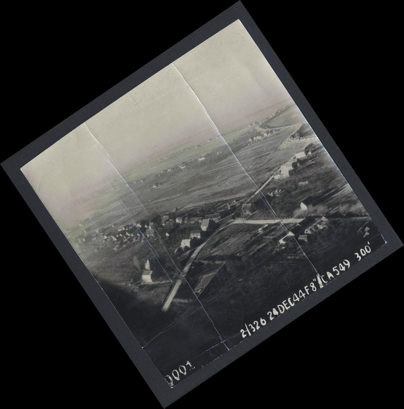 Collection RAF aerial photos 1940-1945 - flight 522, run 01, photo 0001