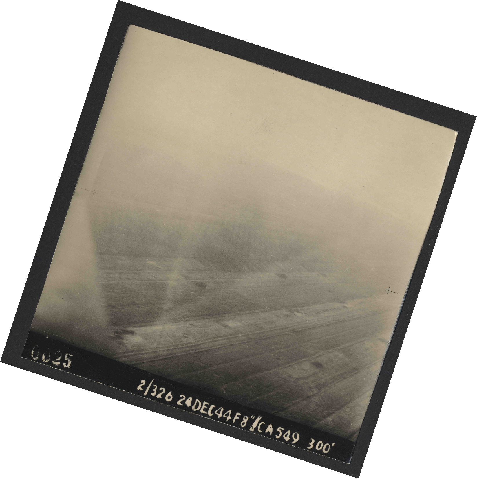 Collection RAF aerial photos 1940-1945 - flight 522, run 01, photo 0025