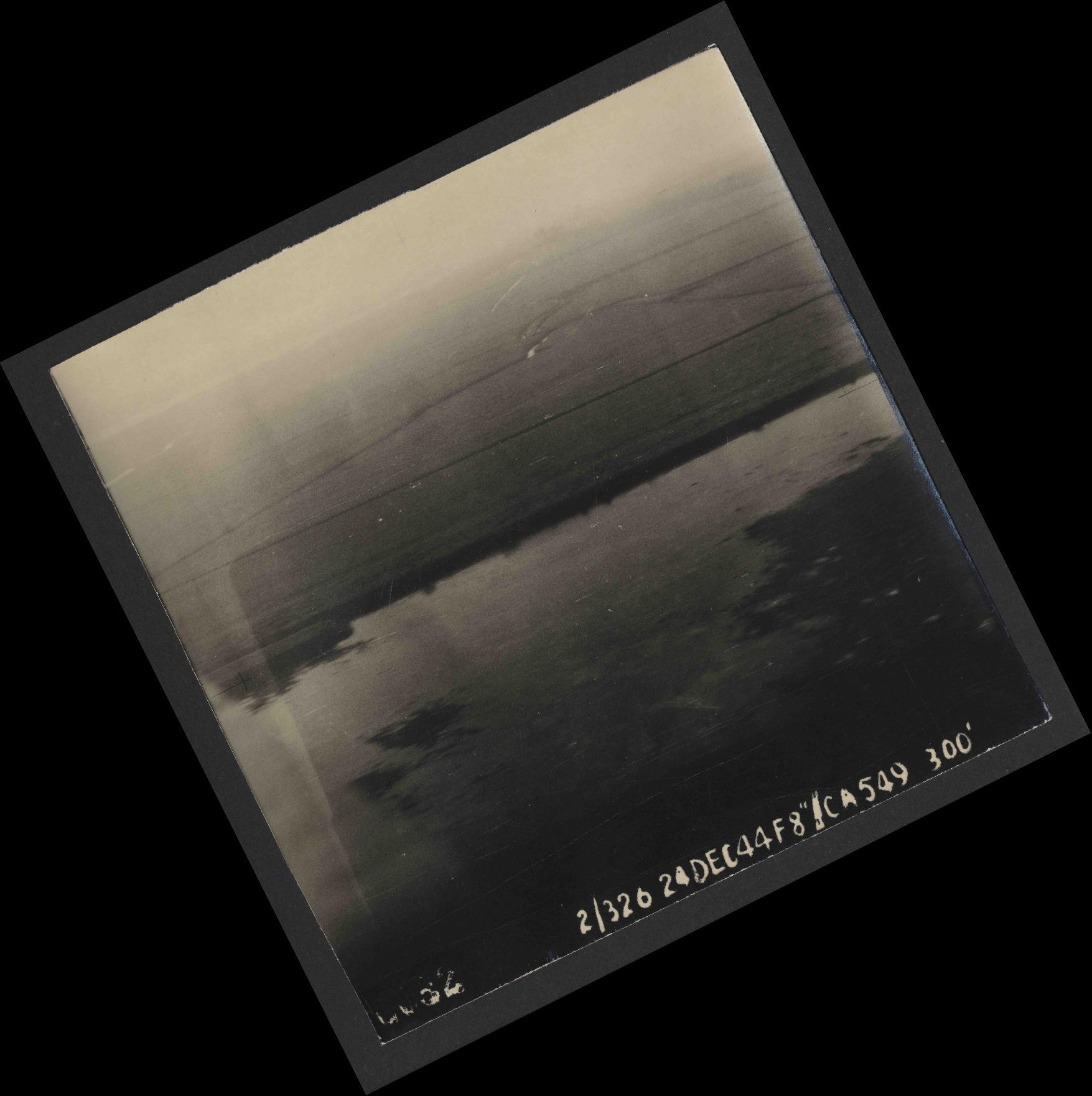 Collection RAF aerial photos 1940-1945 - flight 522, run 01, photo 0032