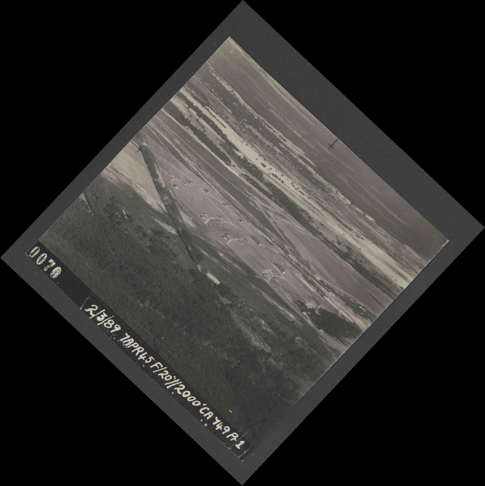 Collection RAF aerial photos 1940-1945 - flight 530, run 01, photo 0070