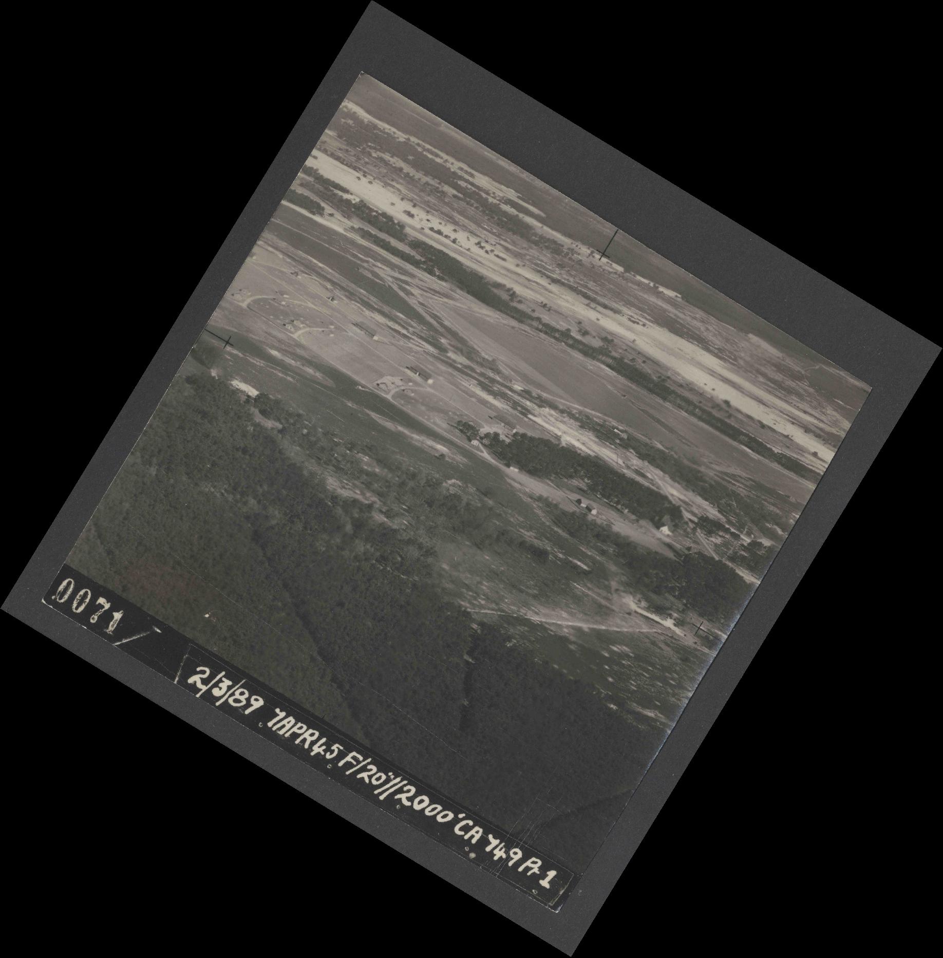 Collection RAF aerial photos 1940-1945 - flight 530, run 01, photo 0071