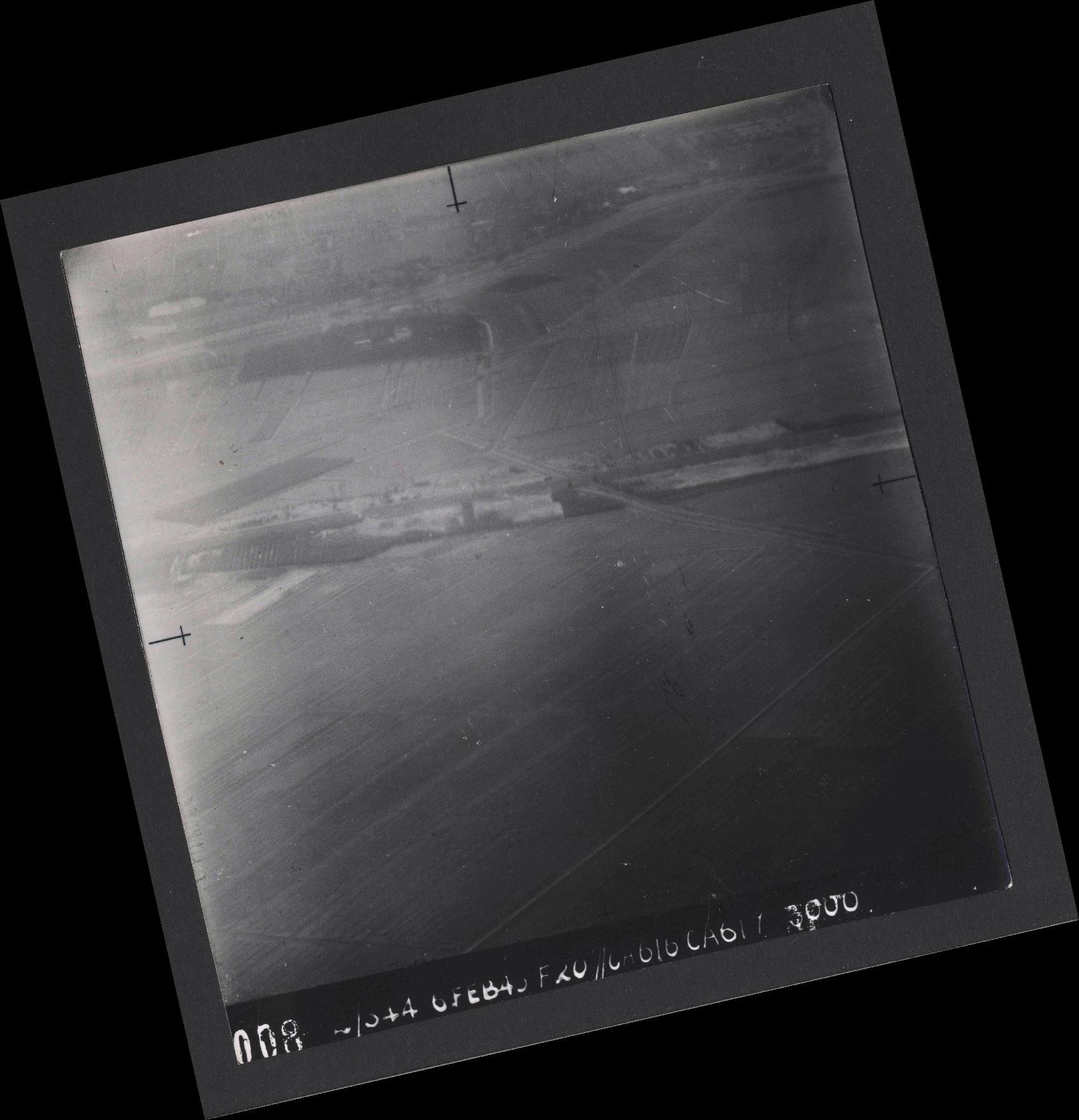 Collection RAF aerial photos 1940-1945 - flight 532, run 01, photo 0008