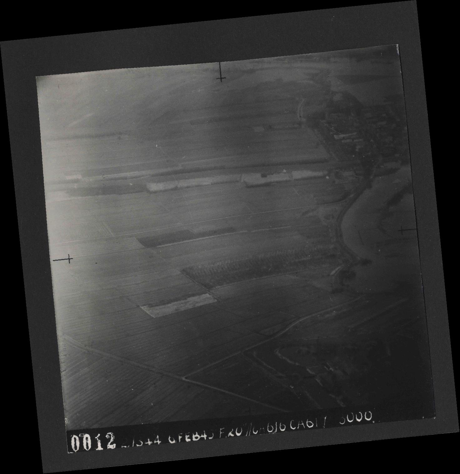 Collection RAF aerial photos 1940-1945 - flight 532, run 01, photo 0012