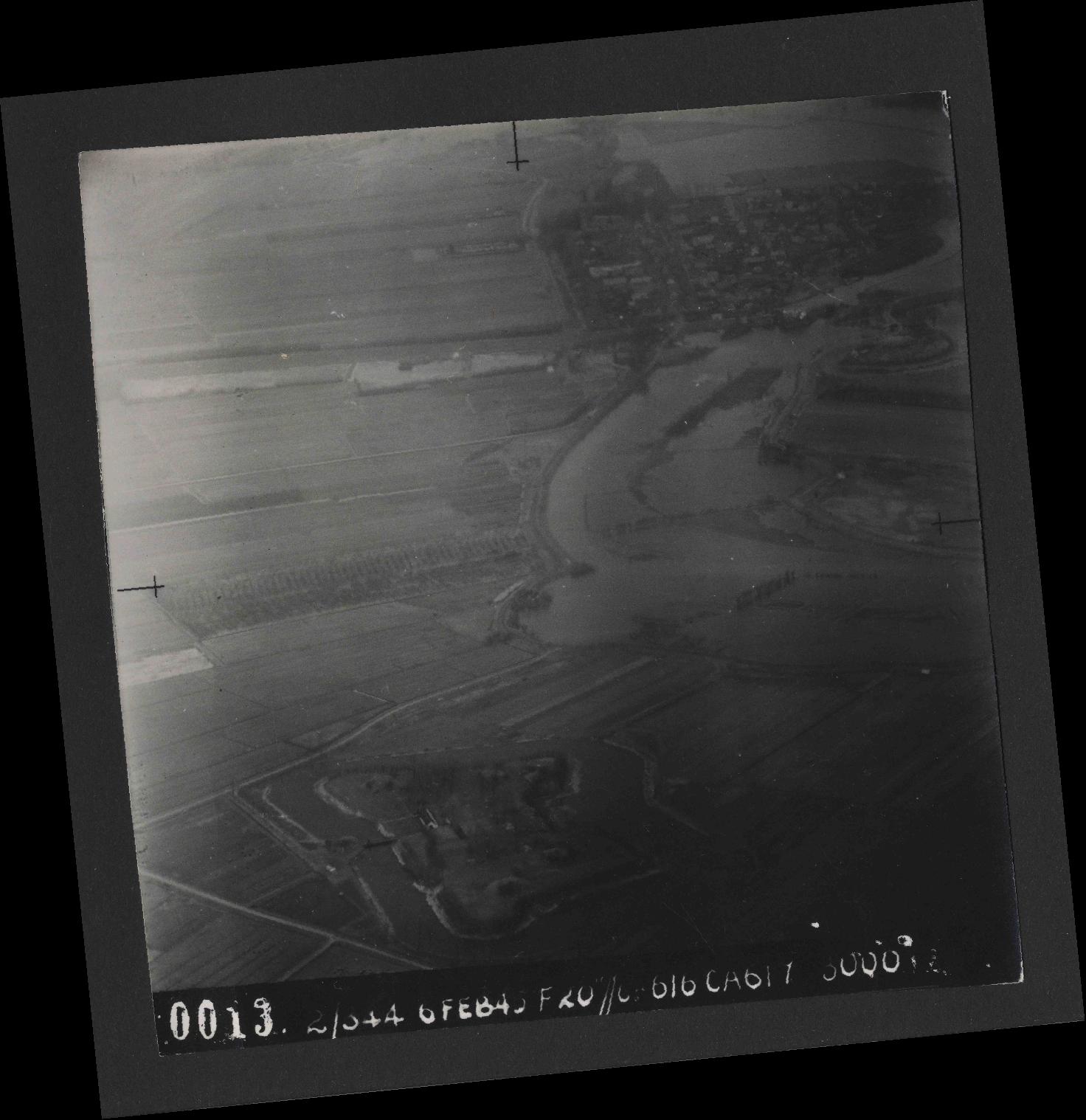 Collection RAF aerial photos 1940-1945 - flight 532, run 01, photo 0013