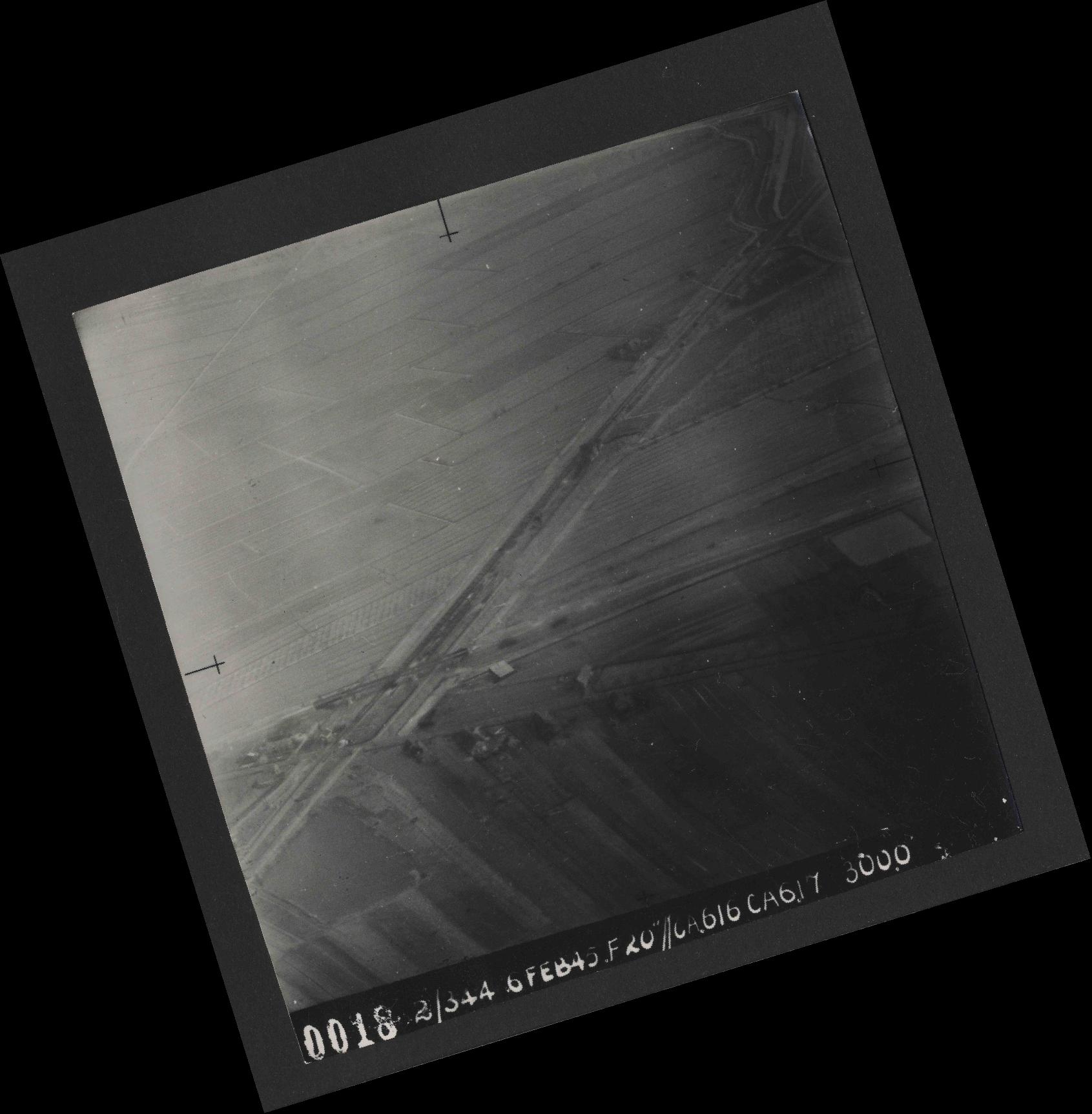 Collection RAF aerial photos 1940-1945 - flight 532, run 01, photo 0018