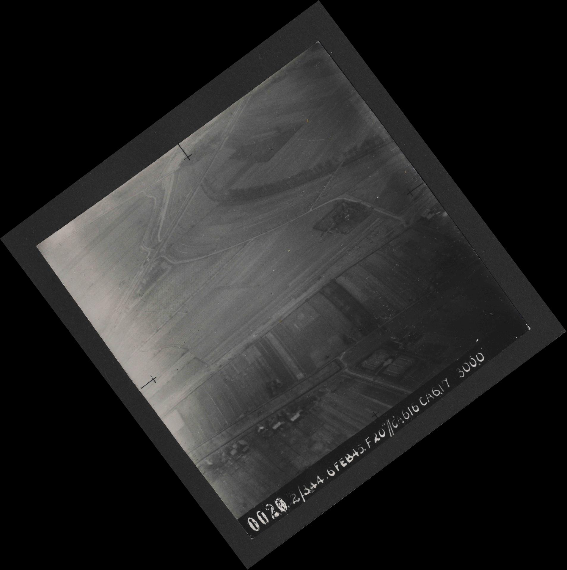 Collection RAF aerial photos 1940-1945 - flight 532, run 01, photo 0020