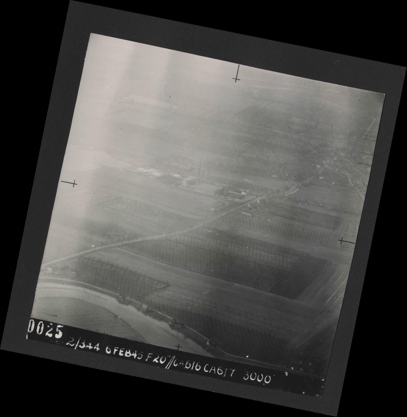 Collection RAF aerial photos 1940-1945 - flight 532, run 01, photo 0025