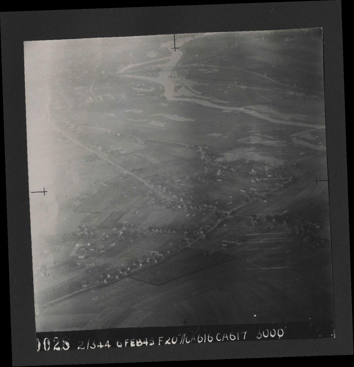 Collection RAF aerial photos 1940-1945 - flight 532, run 01, photo 0028