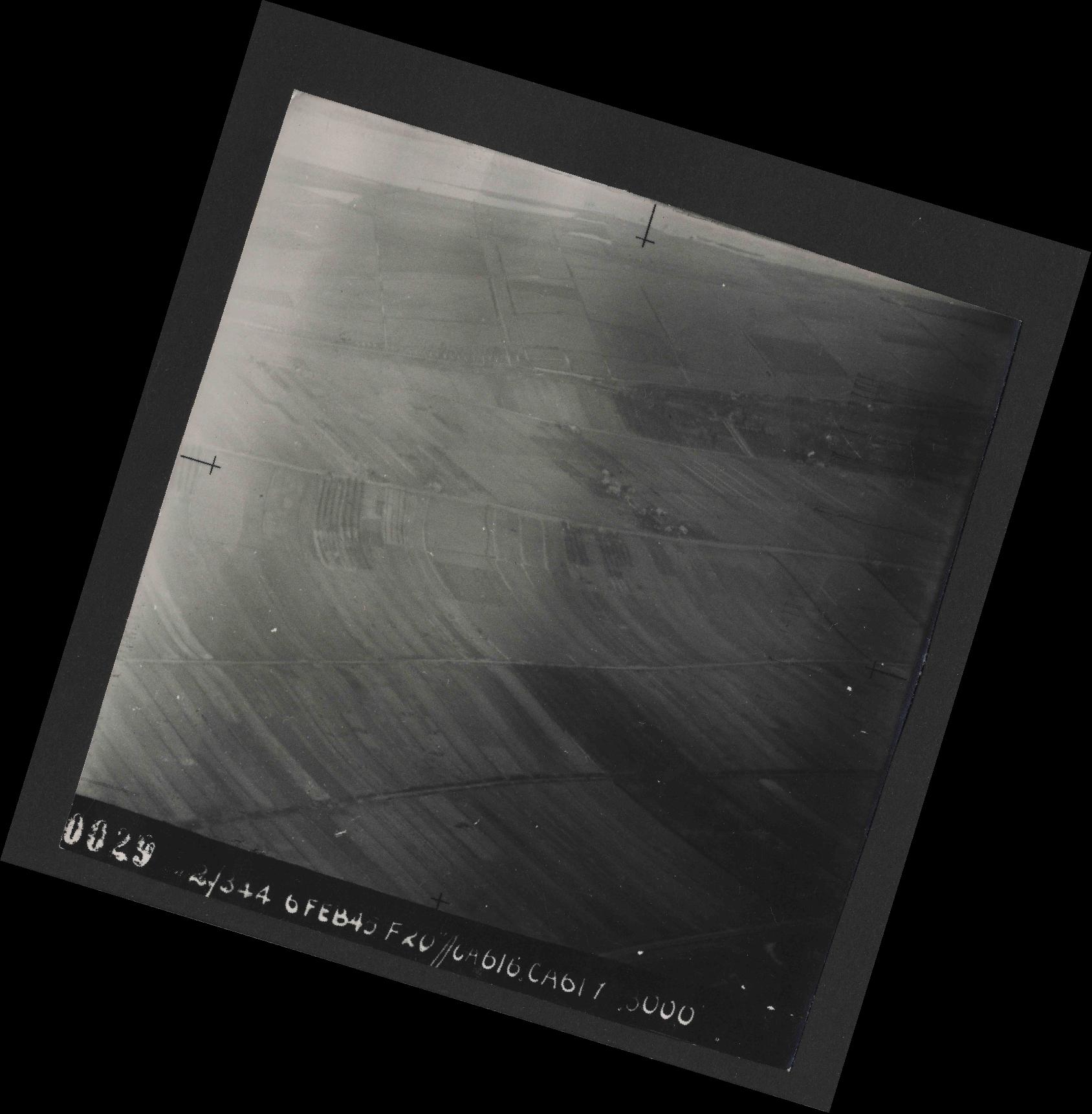 Collection RAF aerial photos 1940-1945 - flight 532, run 01, photo 0029