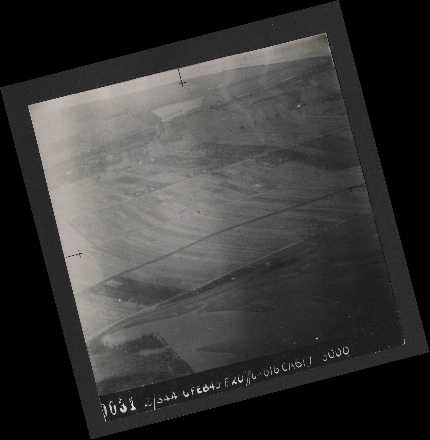 Collection RAF aerial photos 1940-1945 - flight 532, run 01, photo 0031