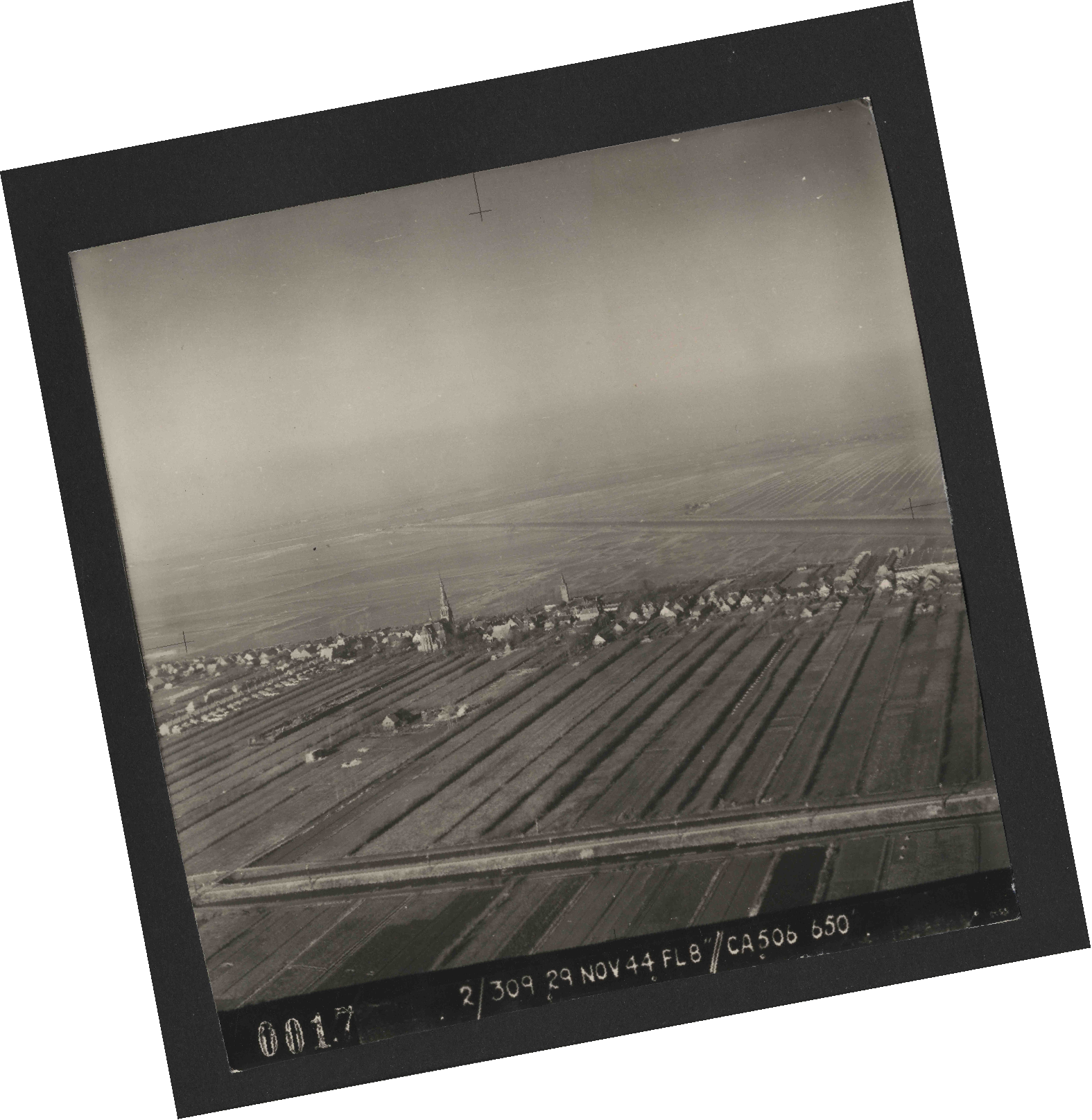 Collection RAF aerial photos 1940-1945 - flight 533, run 01, photo 0017